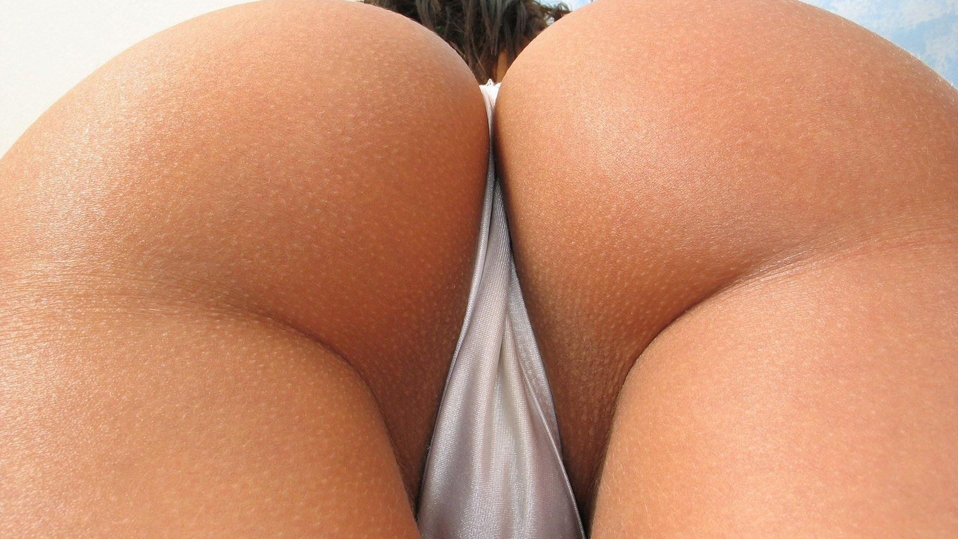 Фото крупным планом красивых голых поп