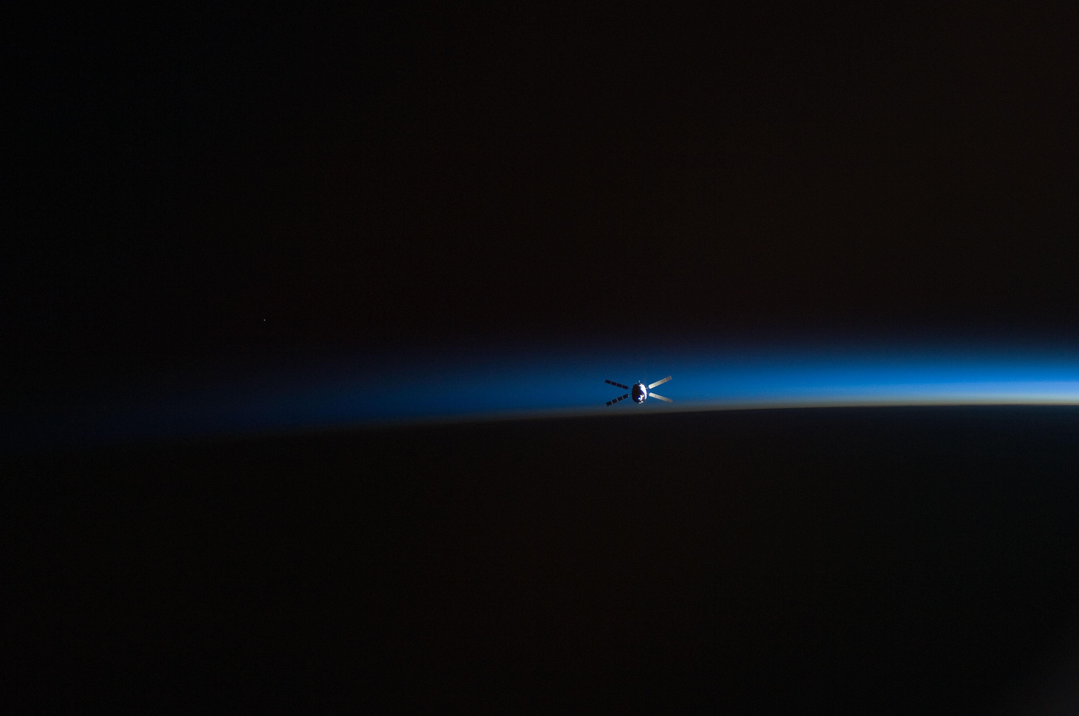 как выглядит спутник с земли ночью фото перепечатывать настраивать