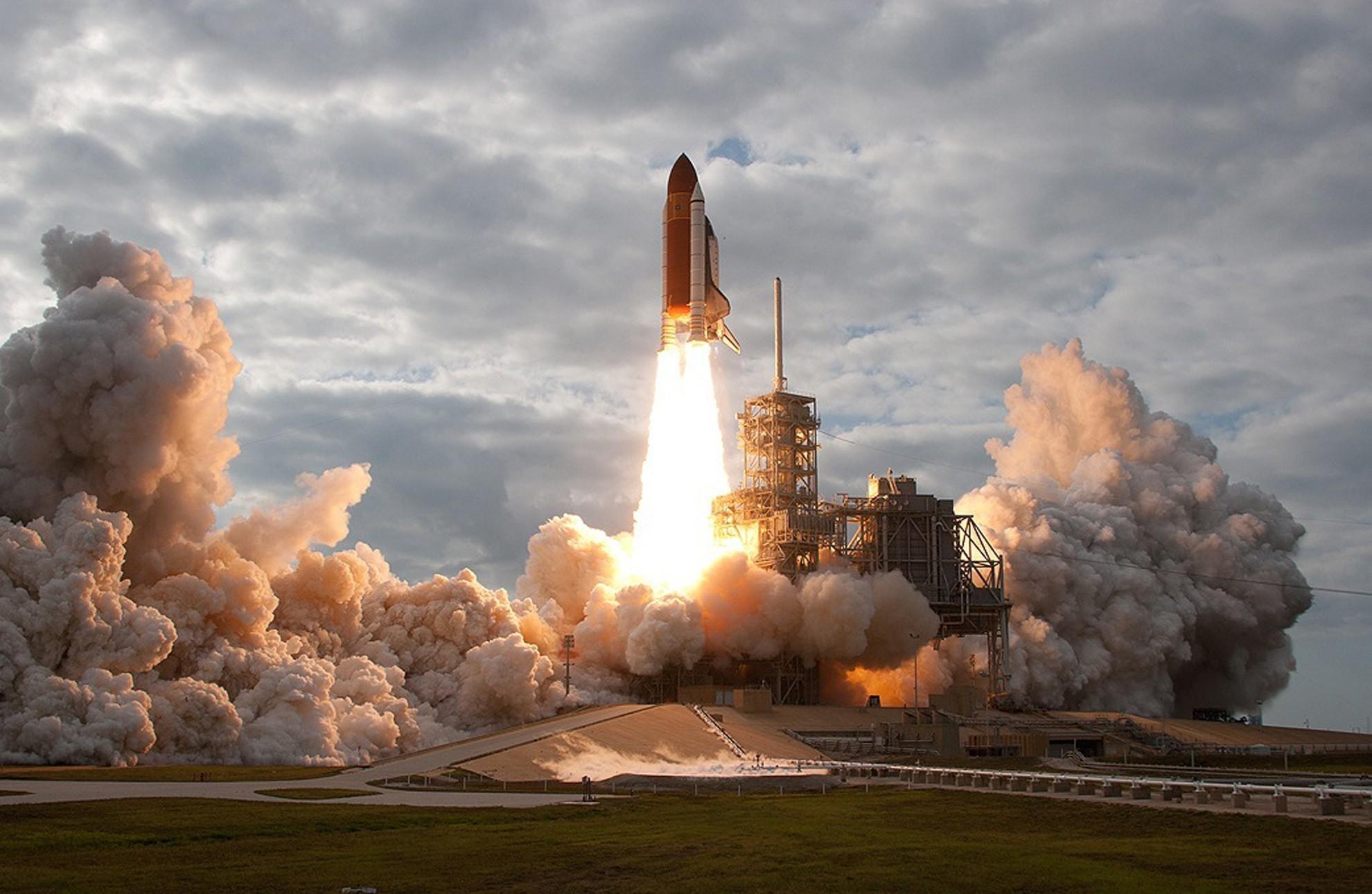 nasa shuttle development triumph and tragedy - HD1680×1050
