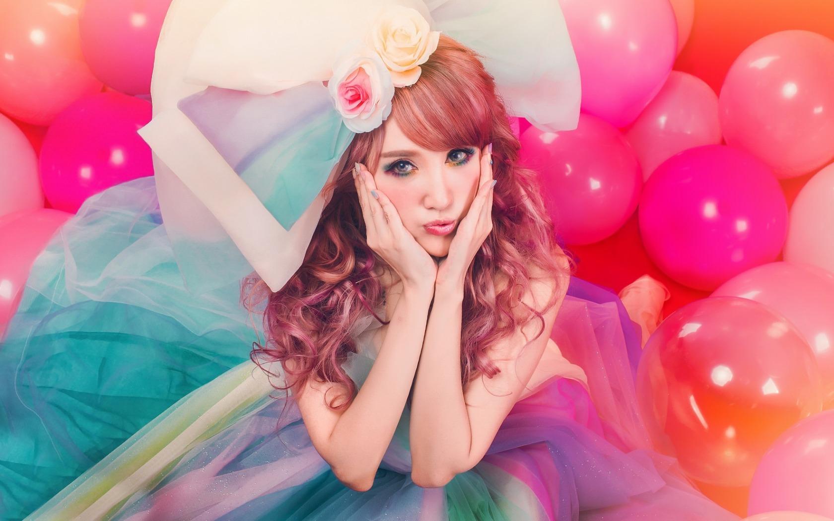Картинка девочка с шариками в волосах