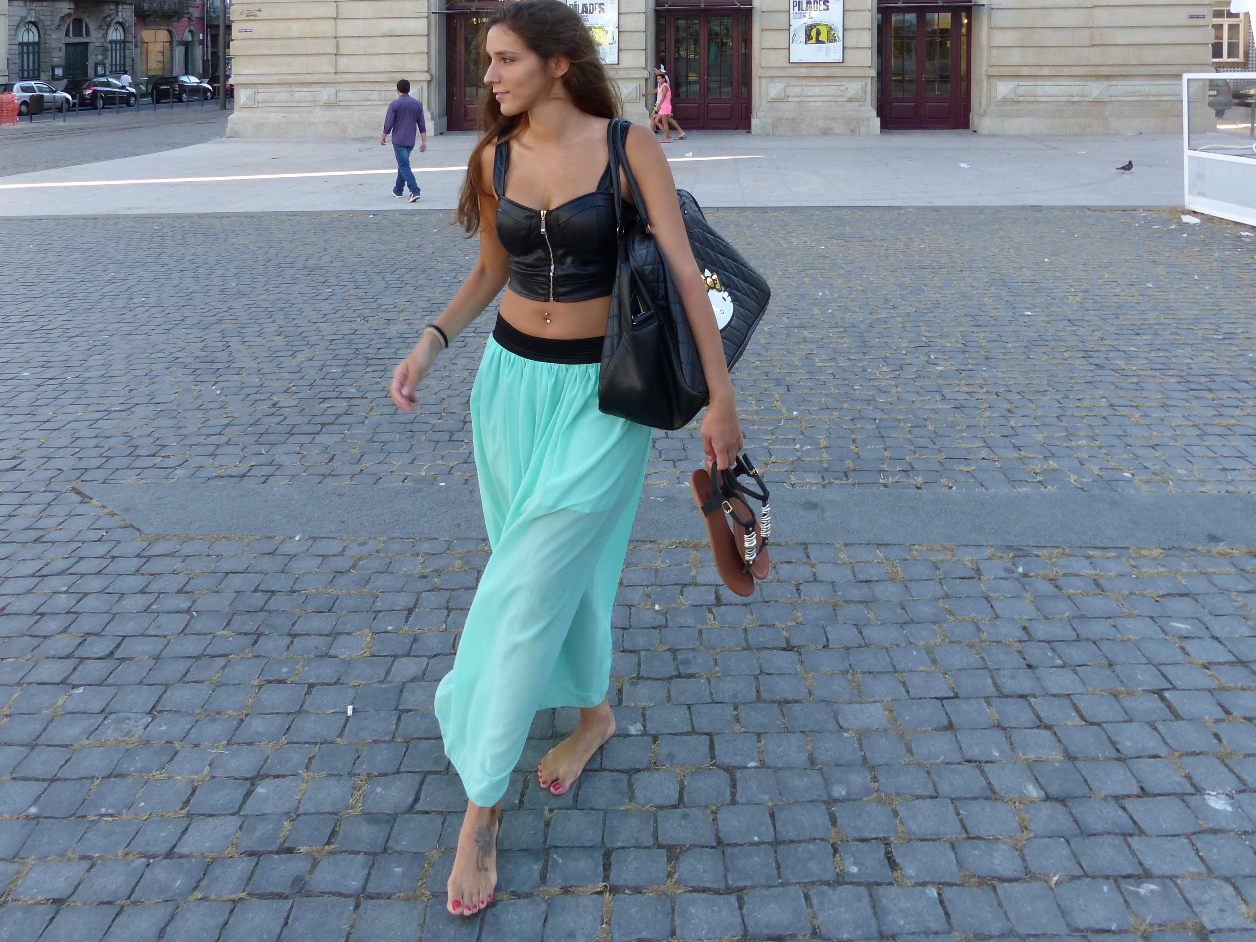 https://get.wallhere.com/photo/barefoot-dress-blue-fashion-spring-clothing-Portugal-Porto-beauty-lady-leg-costume-barefeet-footwear-oporto-photo-shoot-photomodel-descal-a-descalza-barefootbeauty-alicemargarida-702746.jpg