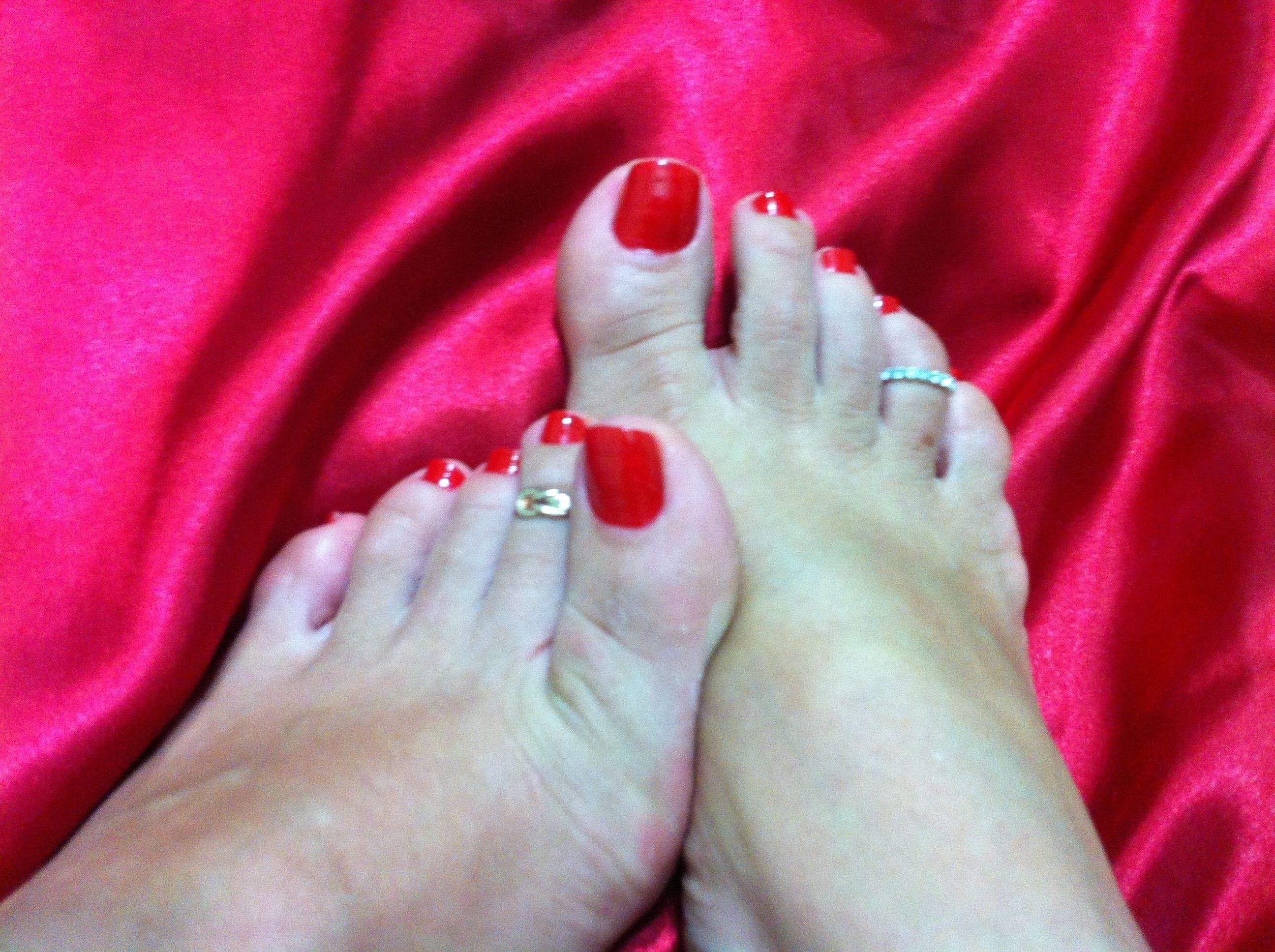 Женские пальцы ног крупным планом фото