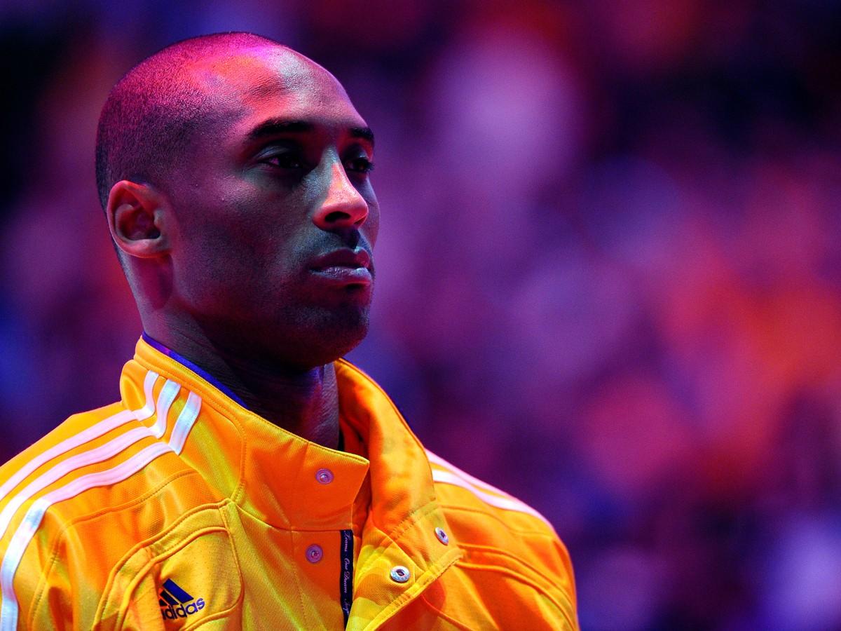 Kobe Bryant né le 23 août 1978 à Philadelphie en Pennsylvanie est un joueur de basketball américain ayant évolué dans la franchise NBA des Lakers de Los