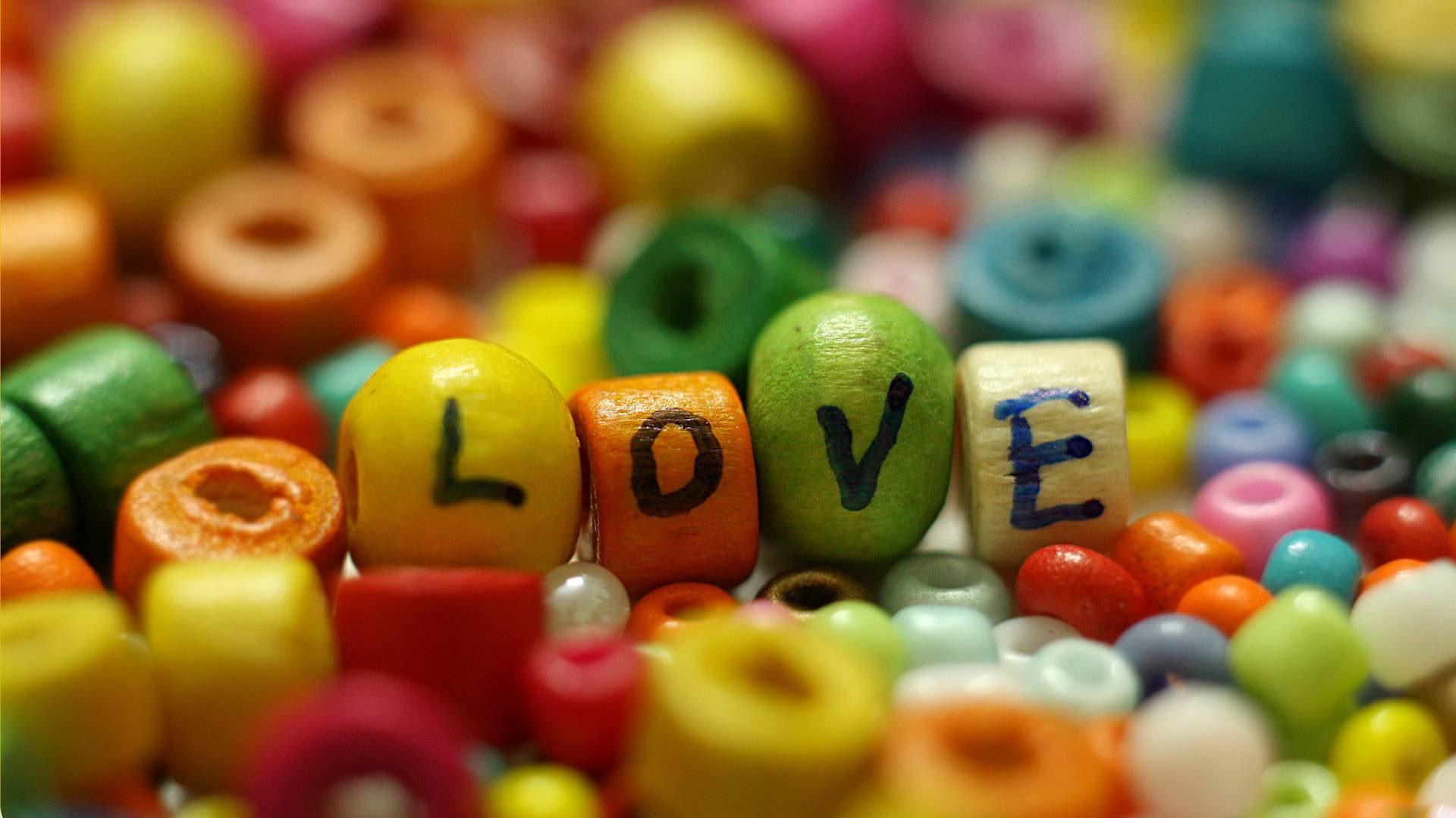 Wallpaper Manik Manik Warna Warni Tulisan Cinta