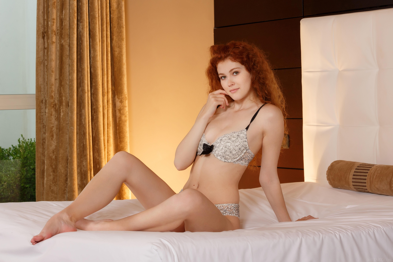 Sfondi : Camera da letto, a letto, donne, Arte incontrato, testa ...