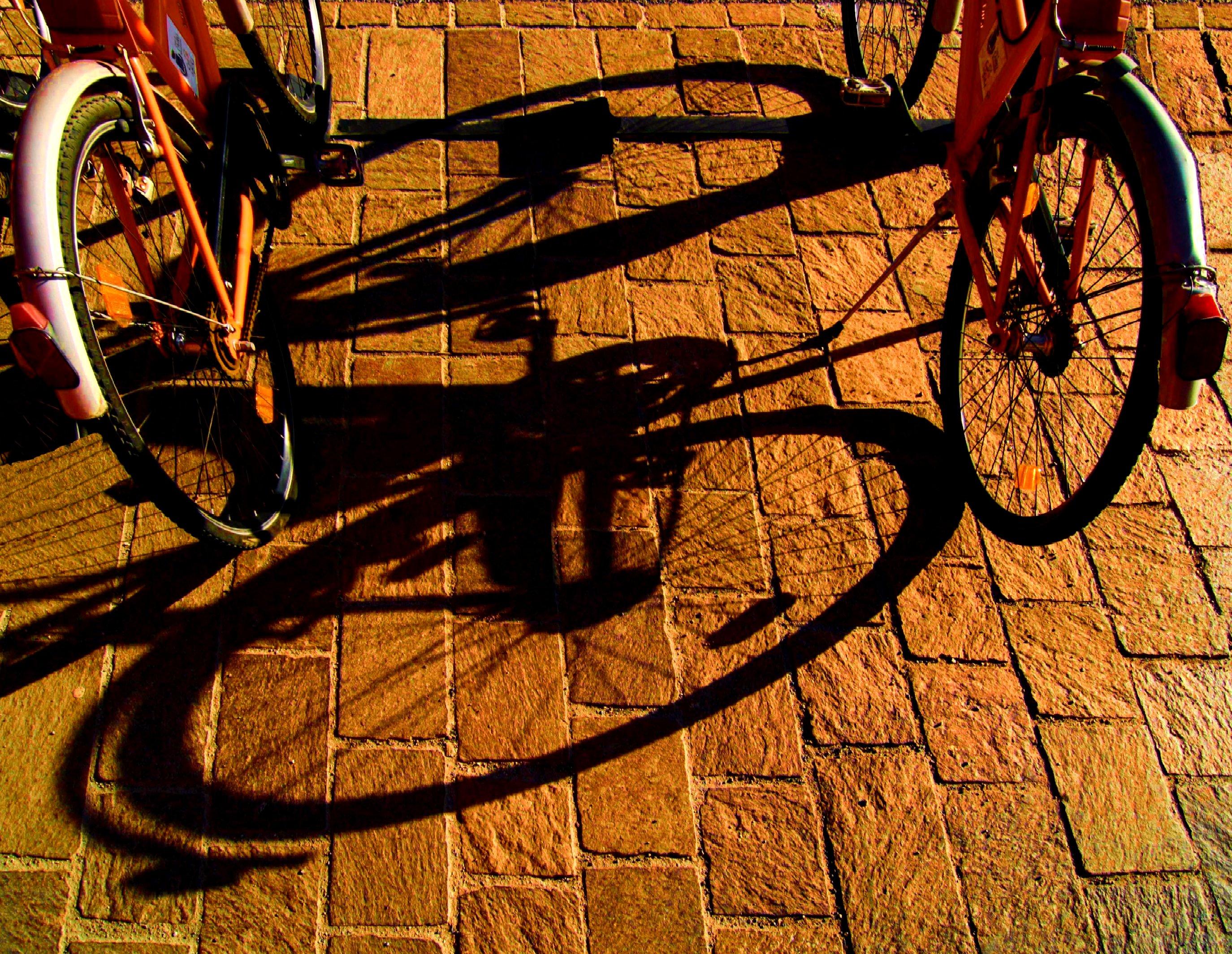 Hintergrundbilder : Schatten, Fahrzeug, Sonne, 2012, Rad, Sohle ...