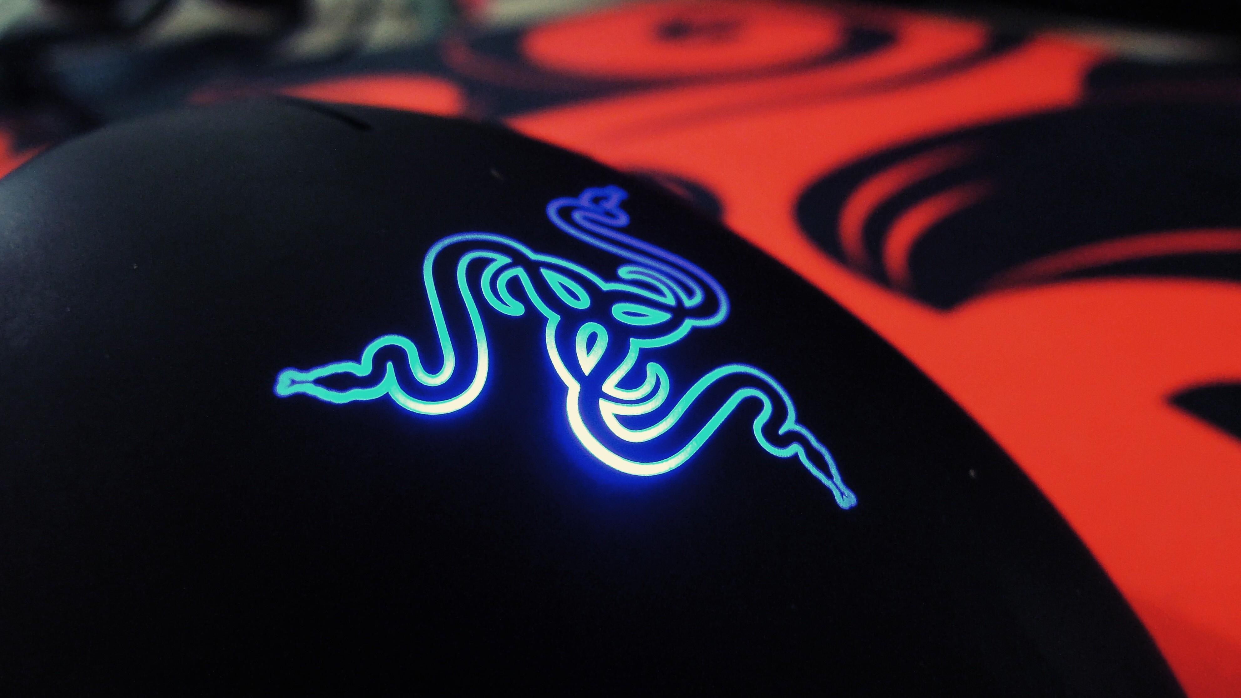Sfondi nero illustrazione videogiochi rosso blu for Sfondi razer