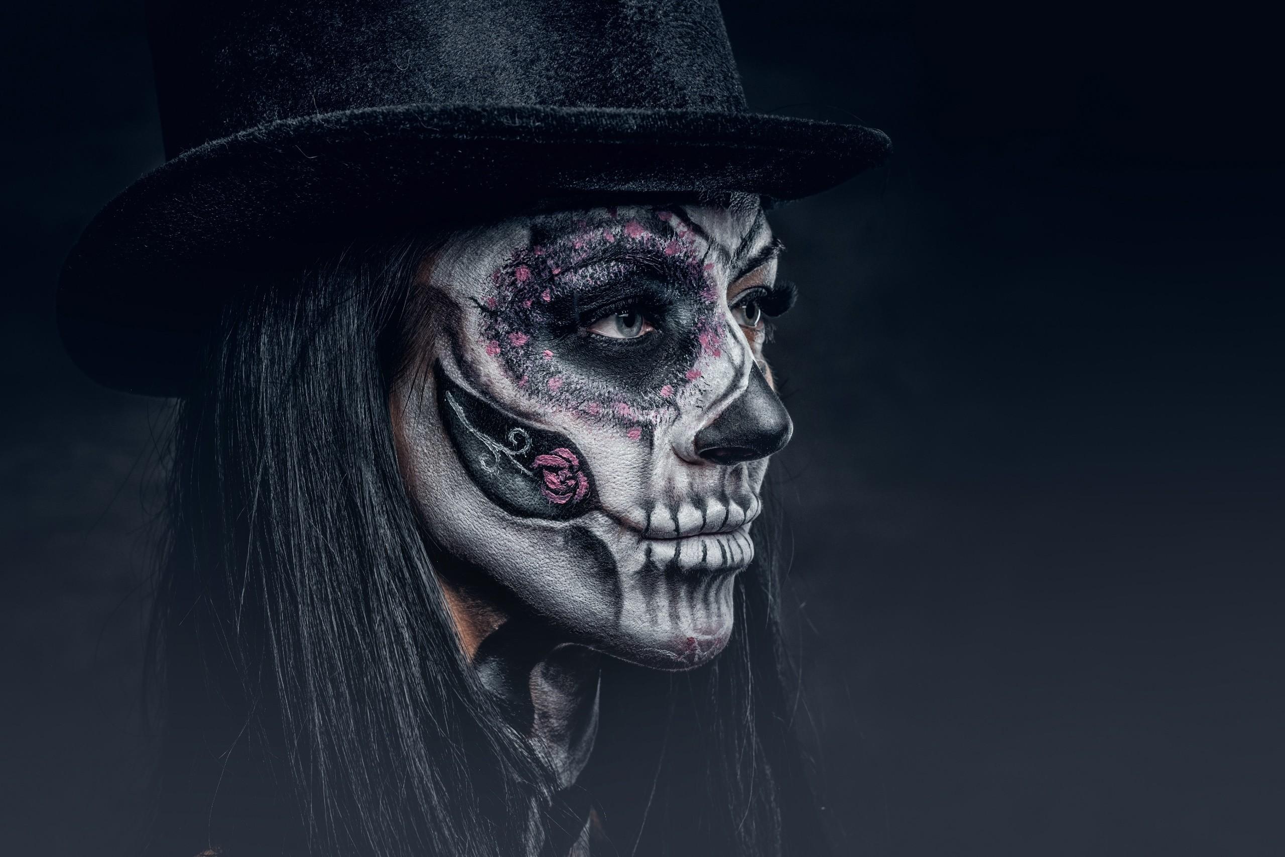 Ведьма с черепом картинки