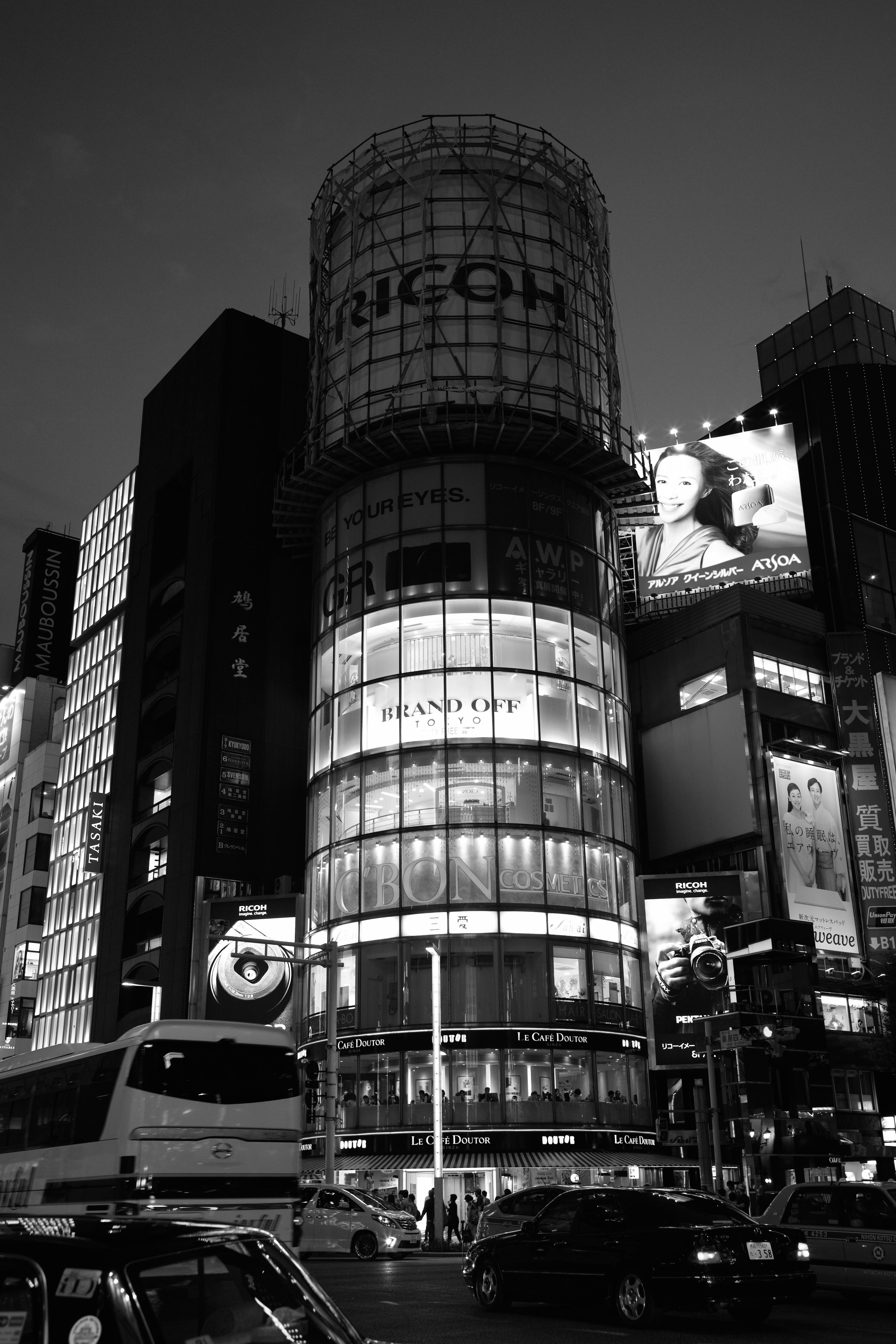 Как ночью фотографировать архитектуру