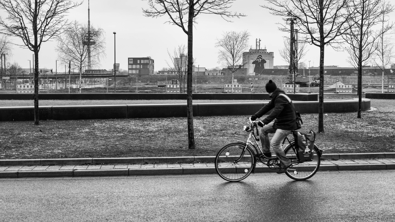 Bremen Fotografie hintergrundbilder schwarz einfarbig straße fahrrad städtisch