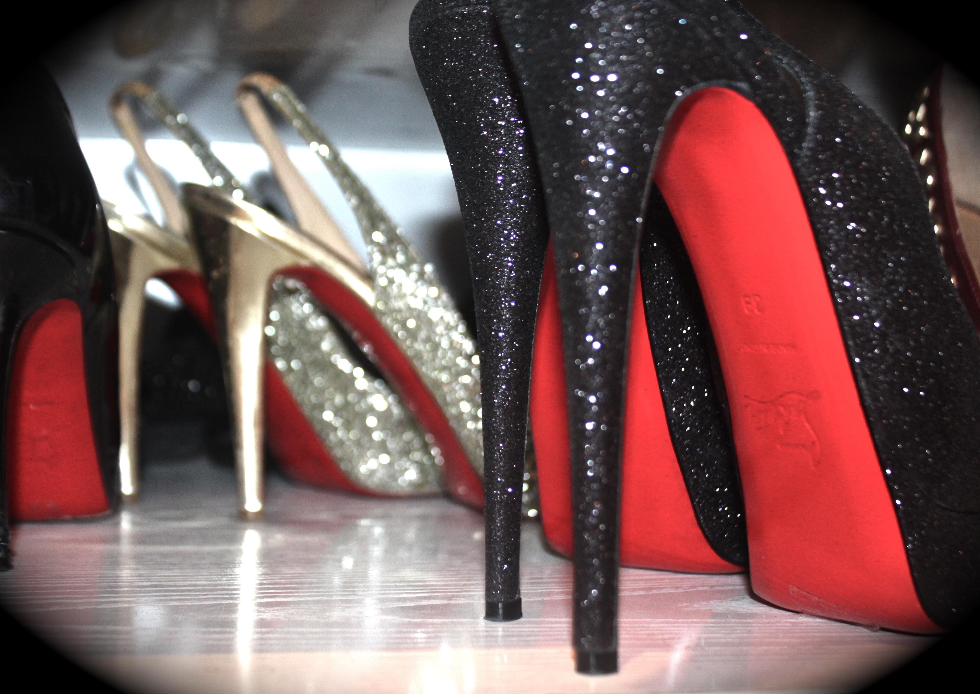 Fond d'écran : noir, rouge, mode, or, cuir, Louboutin