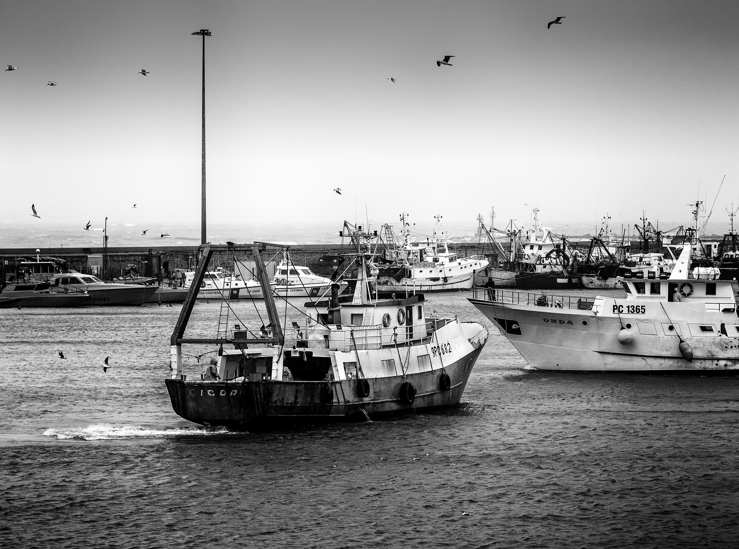 Sfondi Barca Monocromo Mare Veicolo Costa Porto Atmosfera