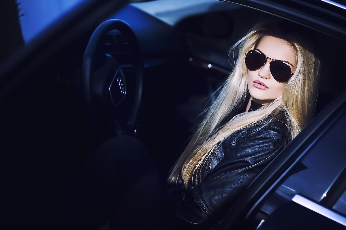 фото блондинок в машине чертовски