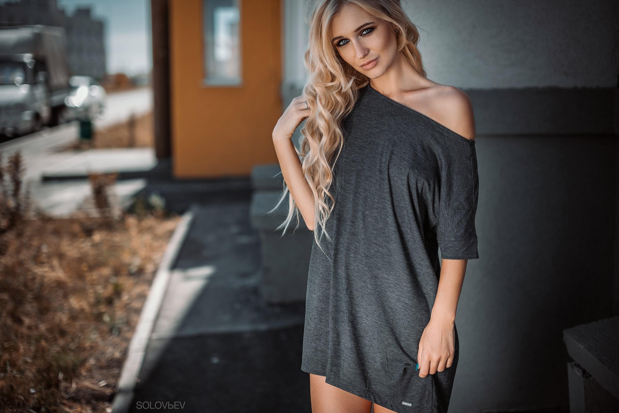 фото девчонок блондинок в футболках инцест сестра