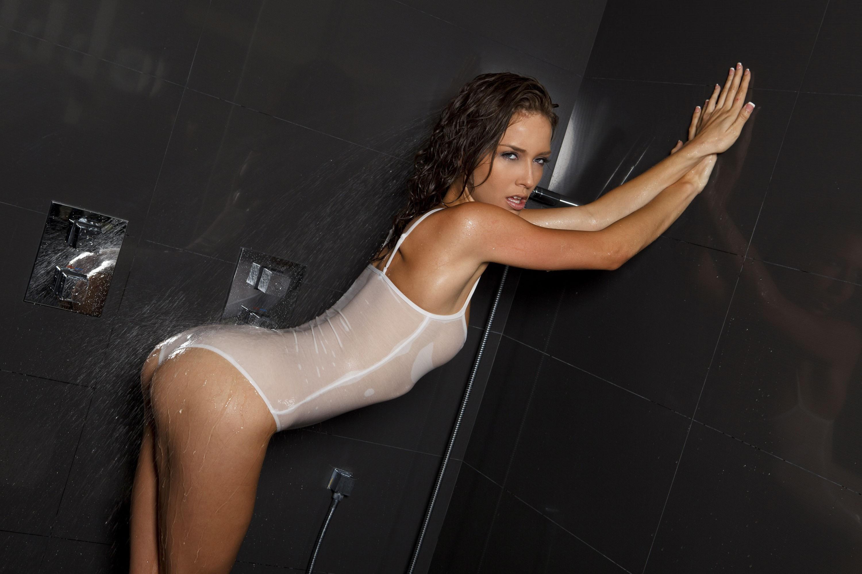 nude women wet shower