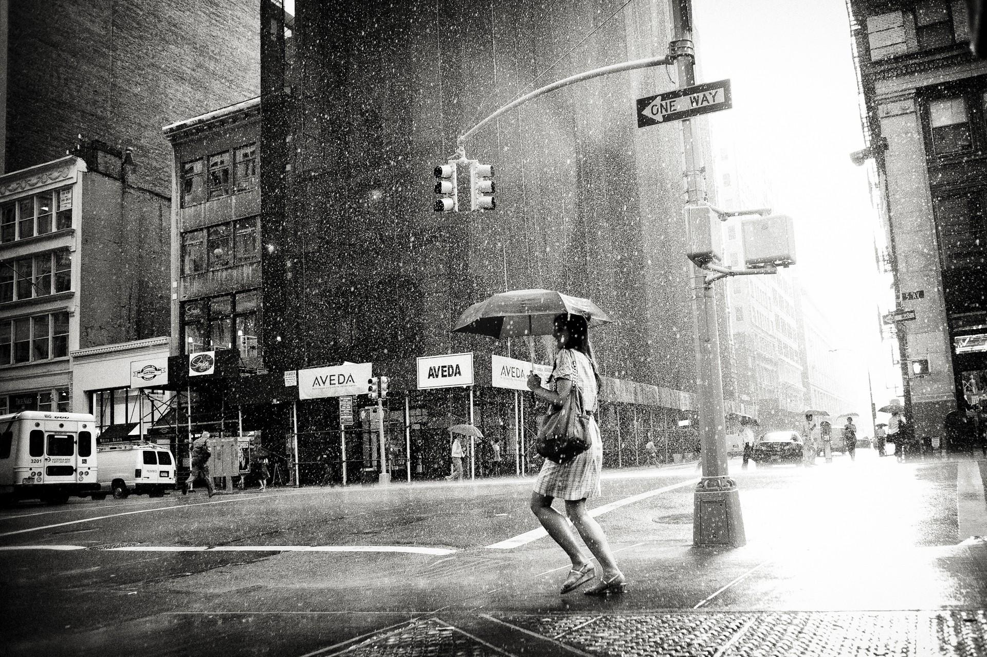 картинки черно белые дождь проспекты май это танцы