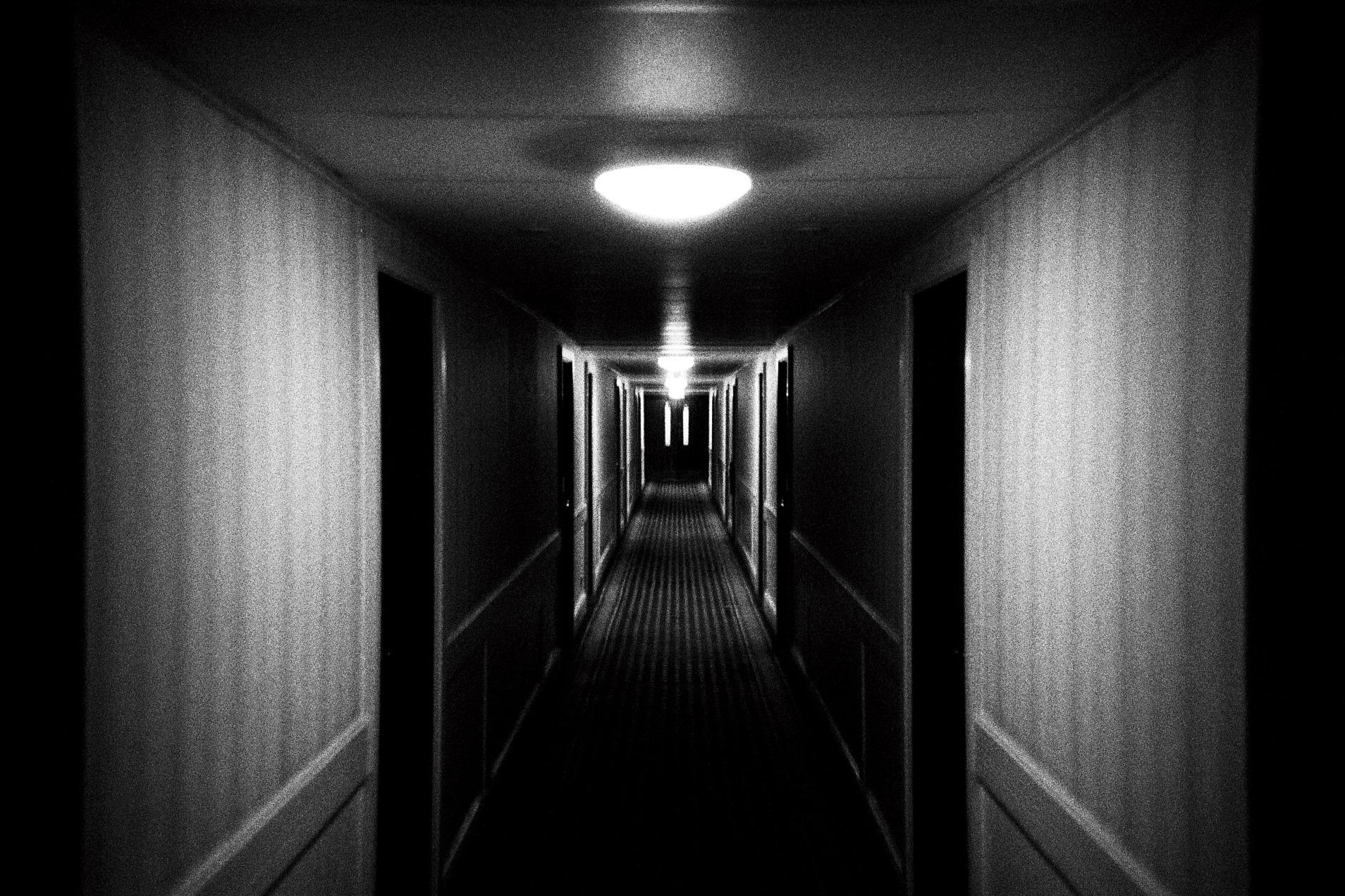fond d 39 cran noir et blanc film monochrome fond noir analogique 35mm un h tel salle. Black Bedroom Furniture Sets. Home Design Ideas
