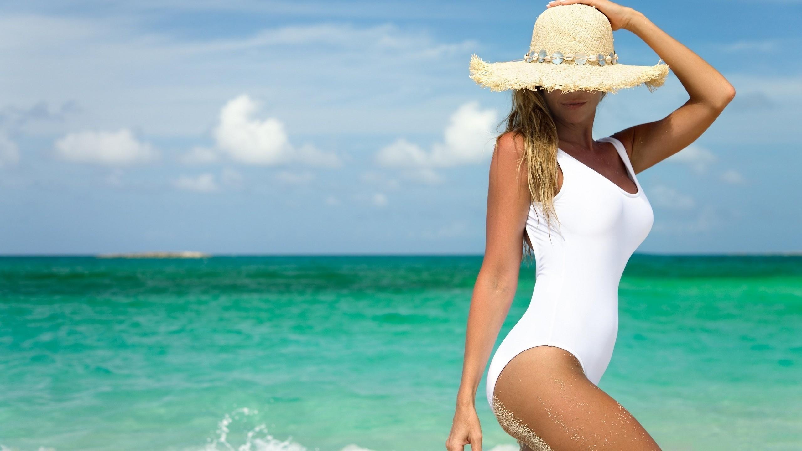 девушки море пляж фото попки