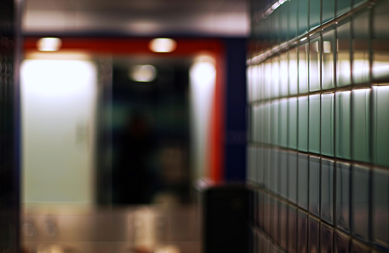 Fliesenausstellung Berlin wallpaper blue orange reflection berlin lines bathroom