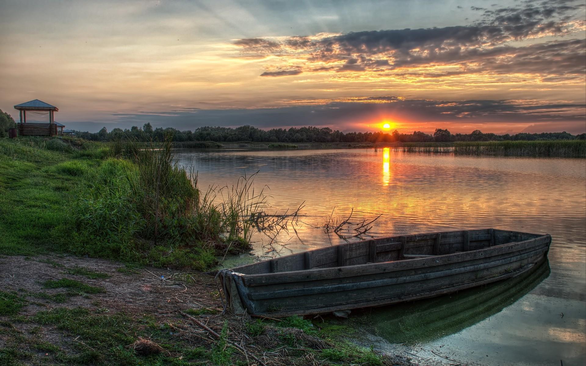 Открытка лодка на реке
