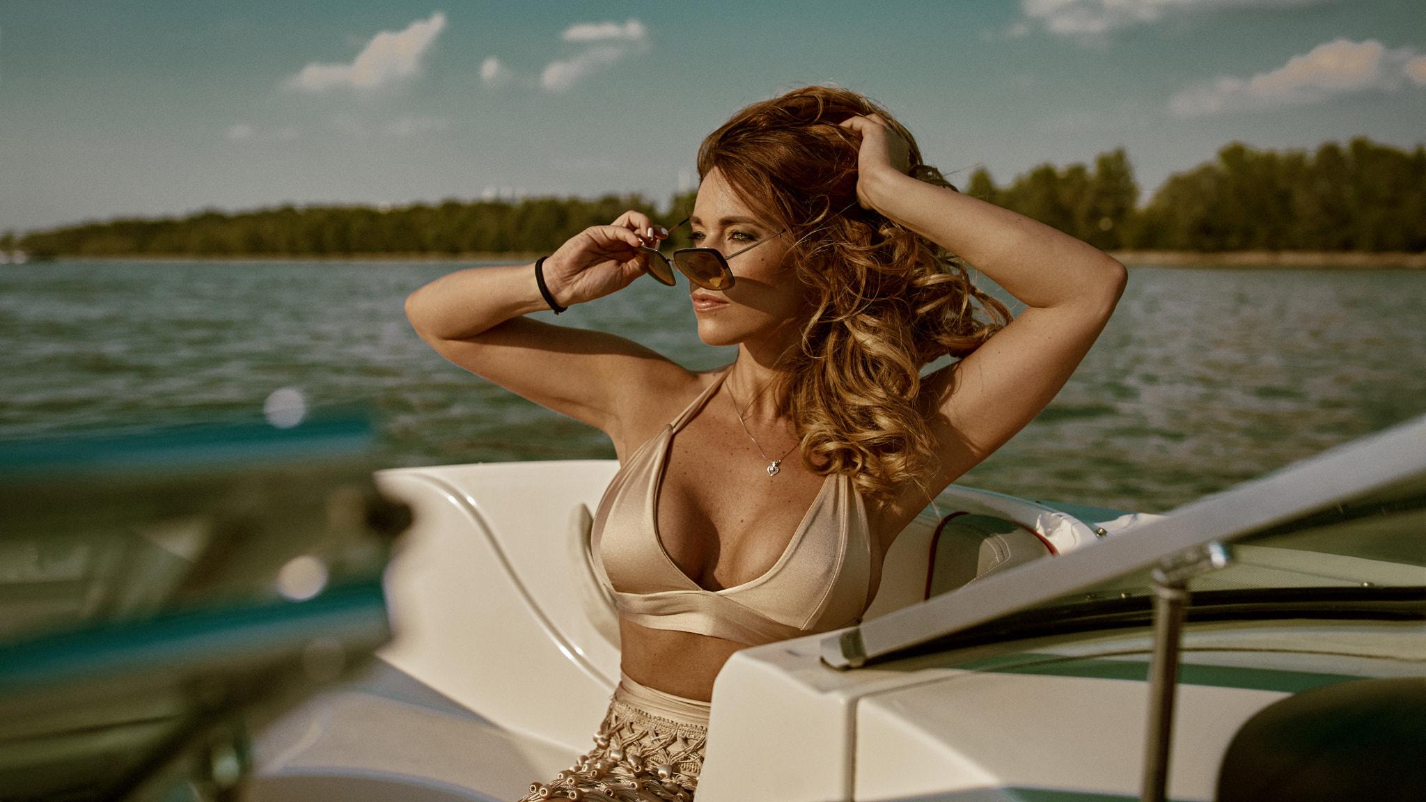 Красивые девушки на катере кайфуют — pic 10