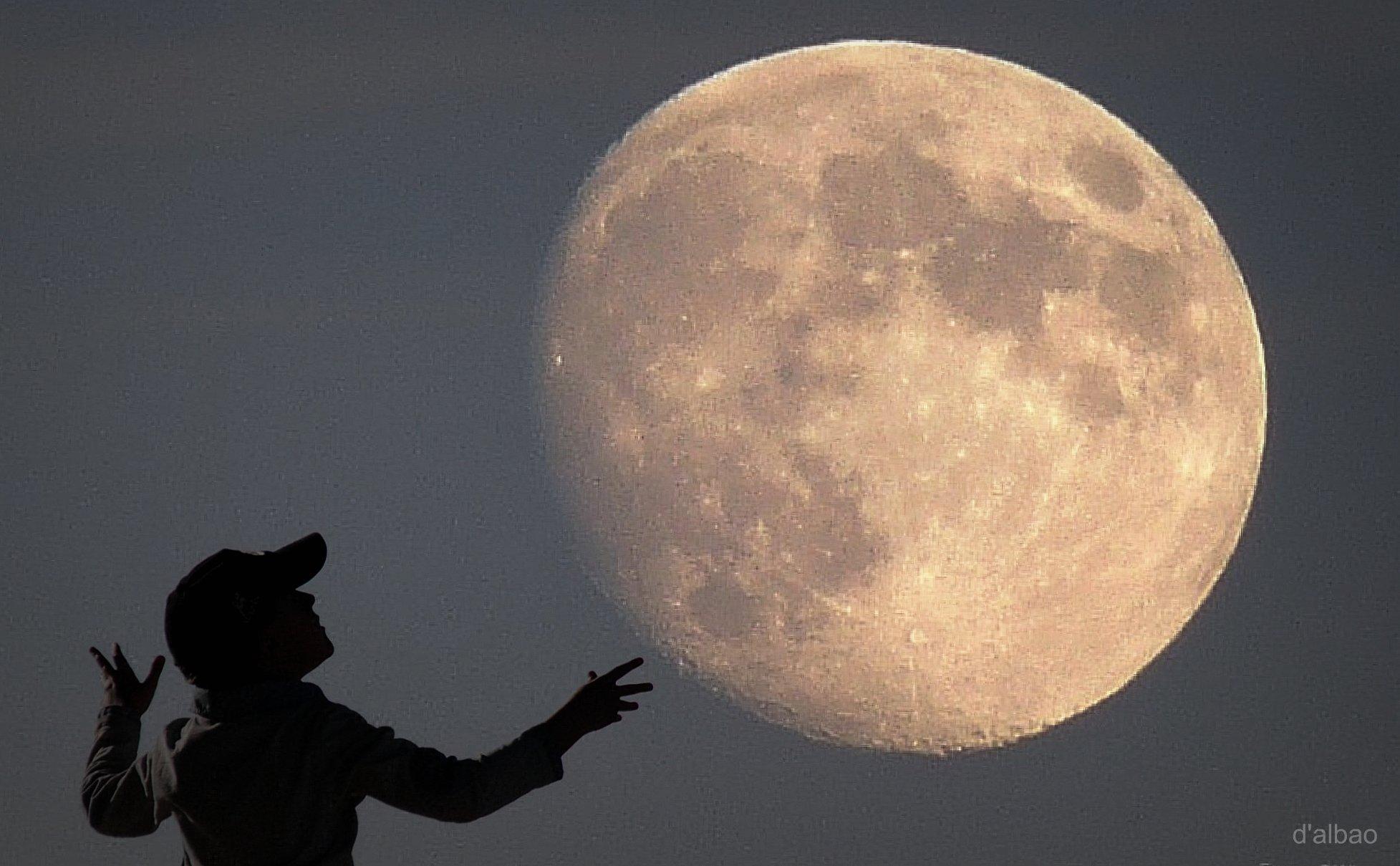 картинки на аву с луной для пацанов концерте тогда