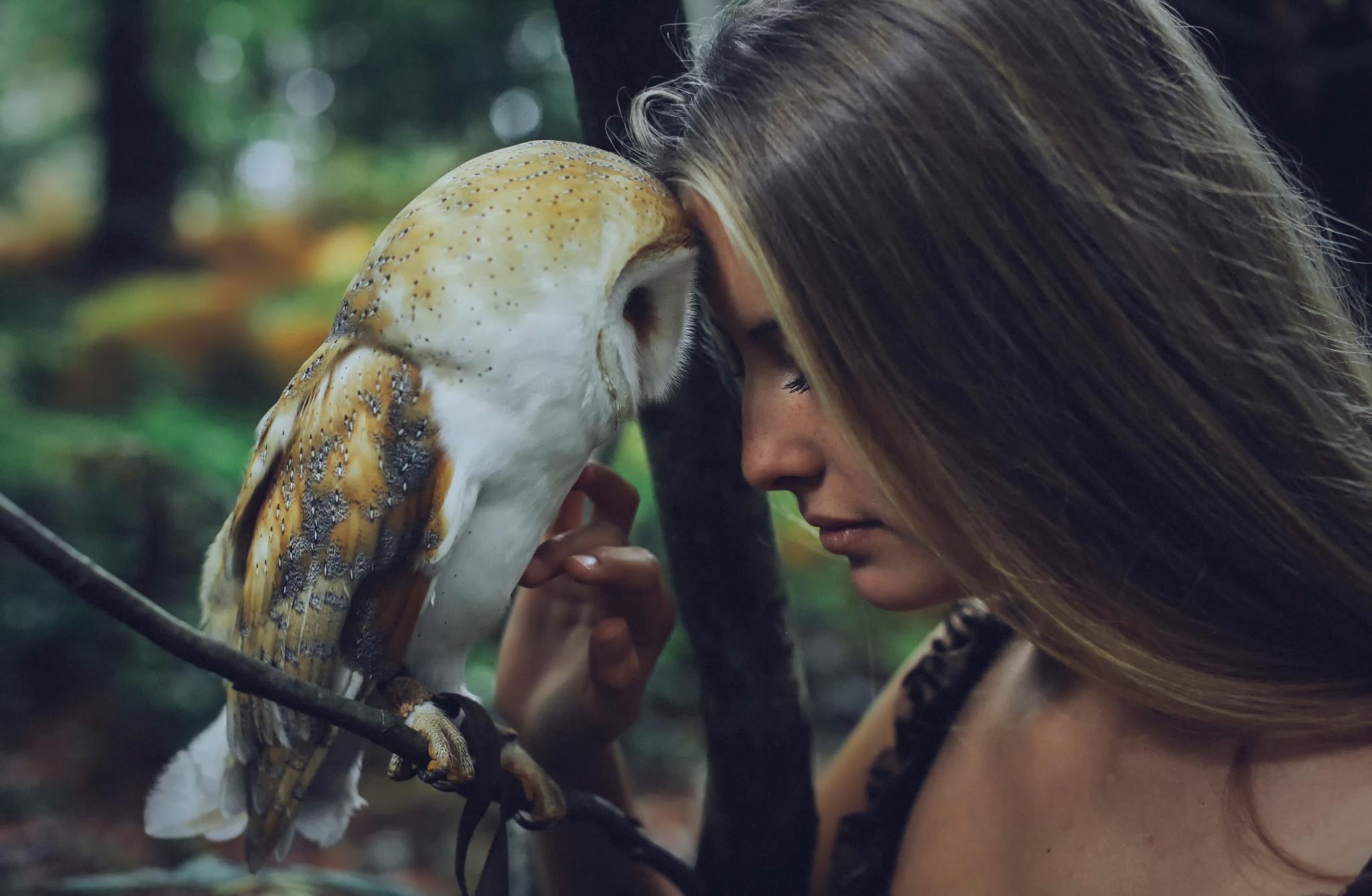 ptáci a dívkyzralé Cumming