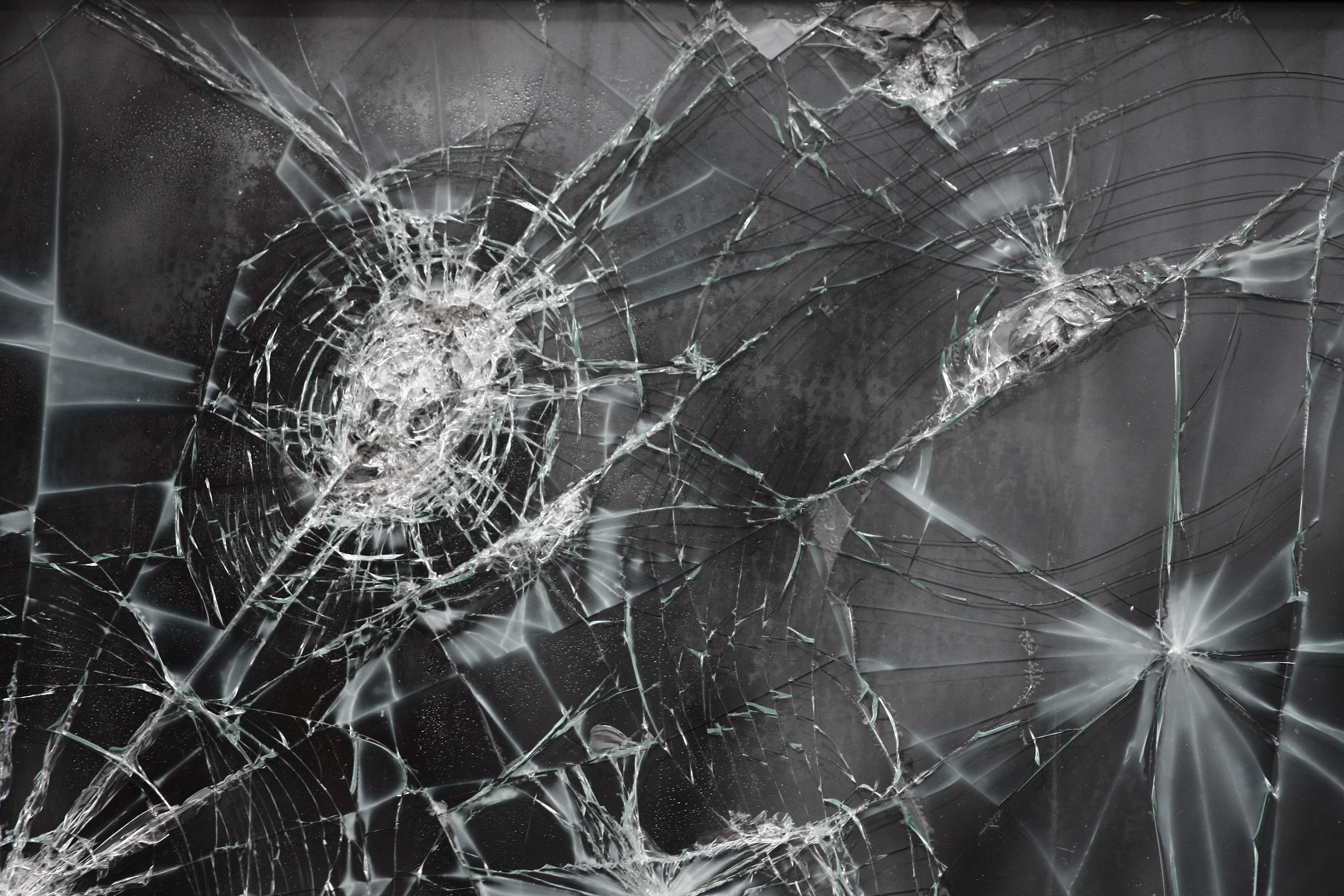 помещение это картинки разбитое стекло природа этот день принято