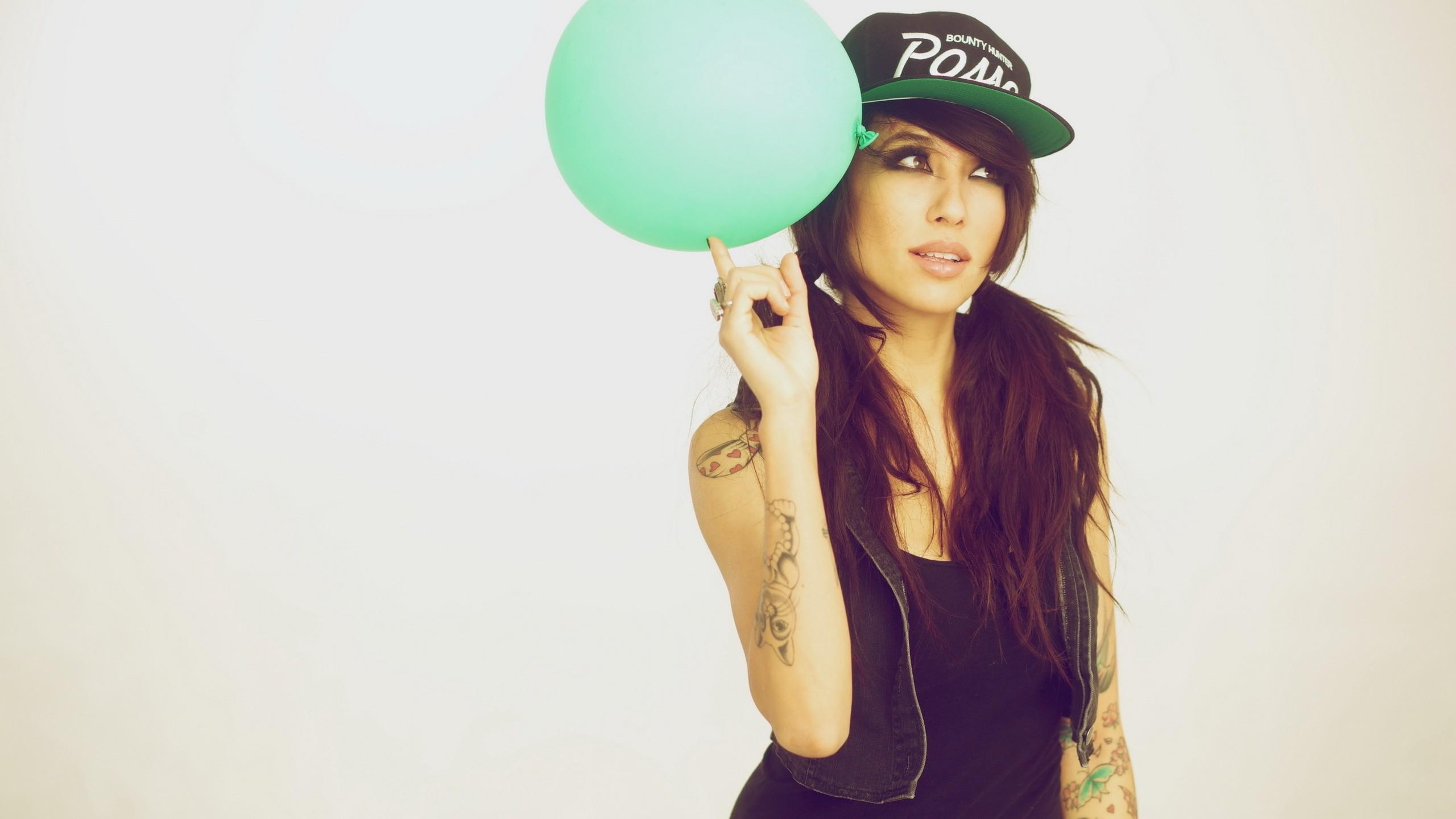 Wallpaper  brunette, girl, balloon, hat, tattoos, swag