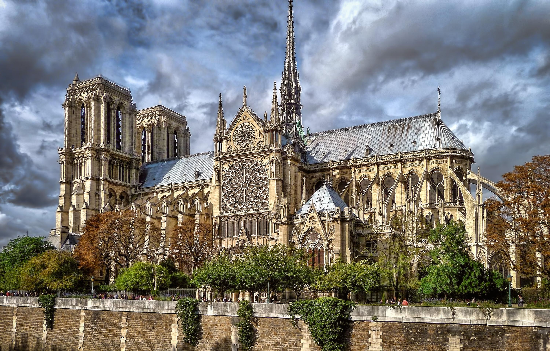 Sfondi costruzione cielo nuvole fiume francia for Casa di architettura gotica