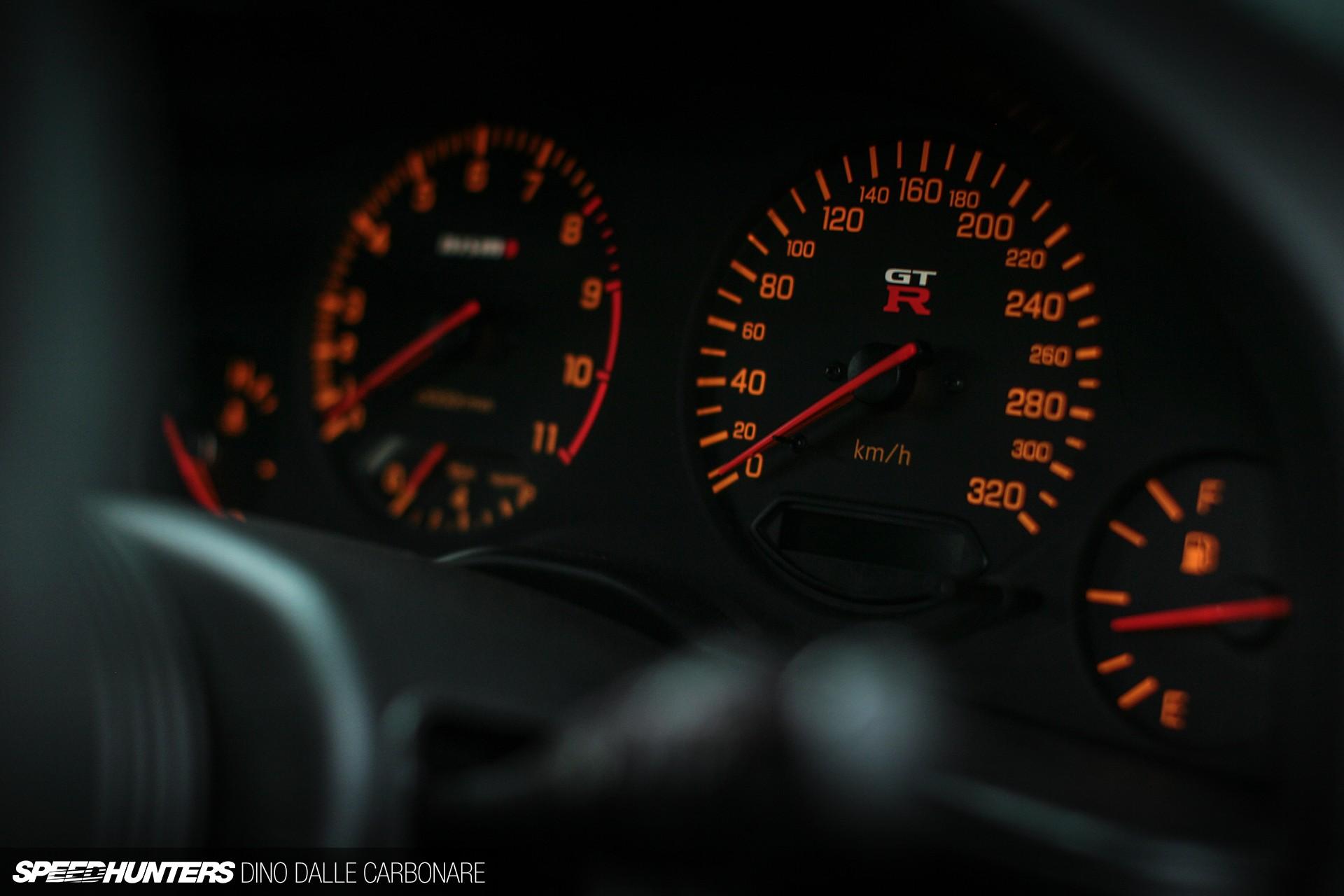 デスクトップ壁紙 車両 スピードメーター スカイラインr34