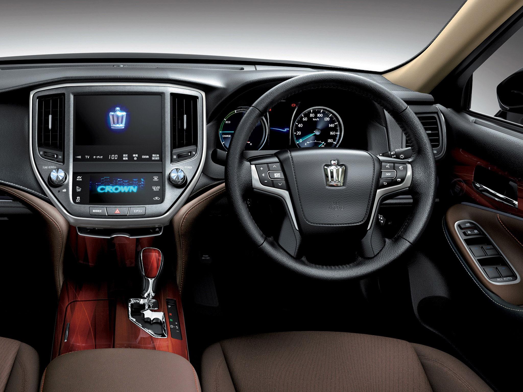 Toyota Кроун 2014 фото #8