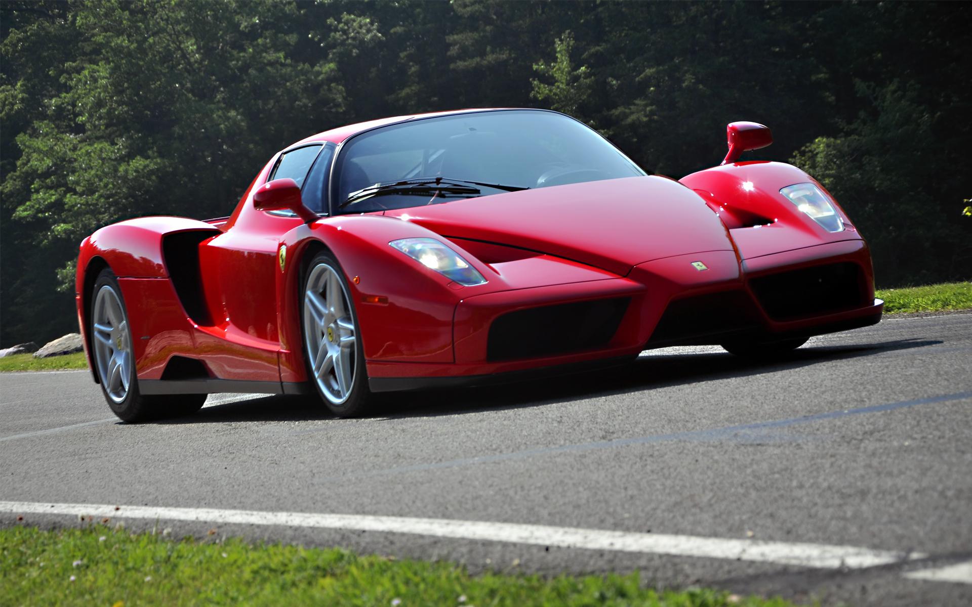 вкусовым фото красной гоночной машины скреплён, как