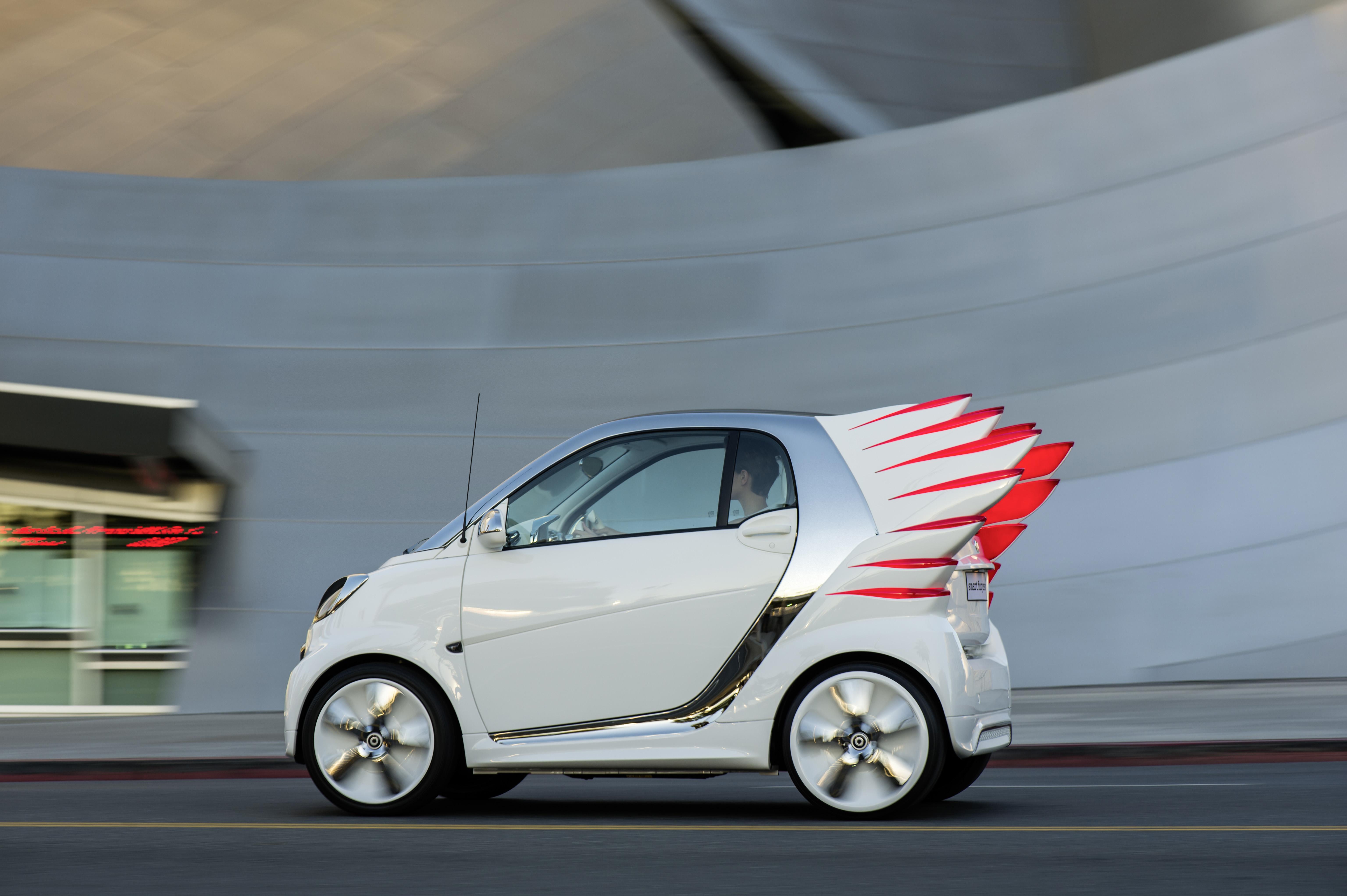 фото машины с крыльями вход