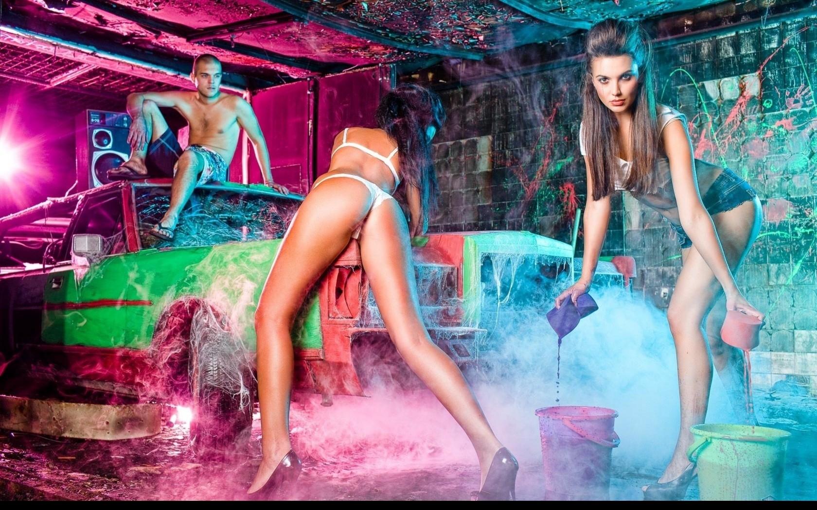 голая девушка в ночном клубе порно картинки