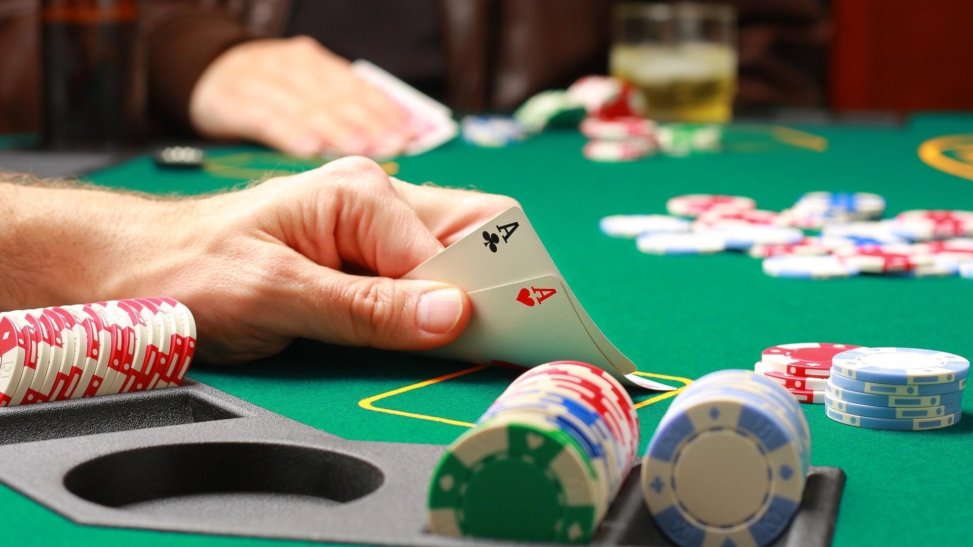 Игра карты покер играть бесплатно скачать казино бесплатно
