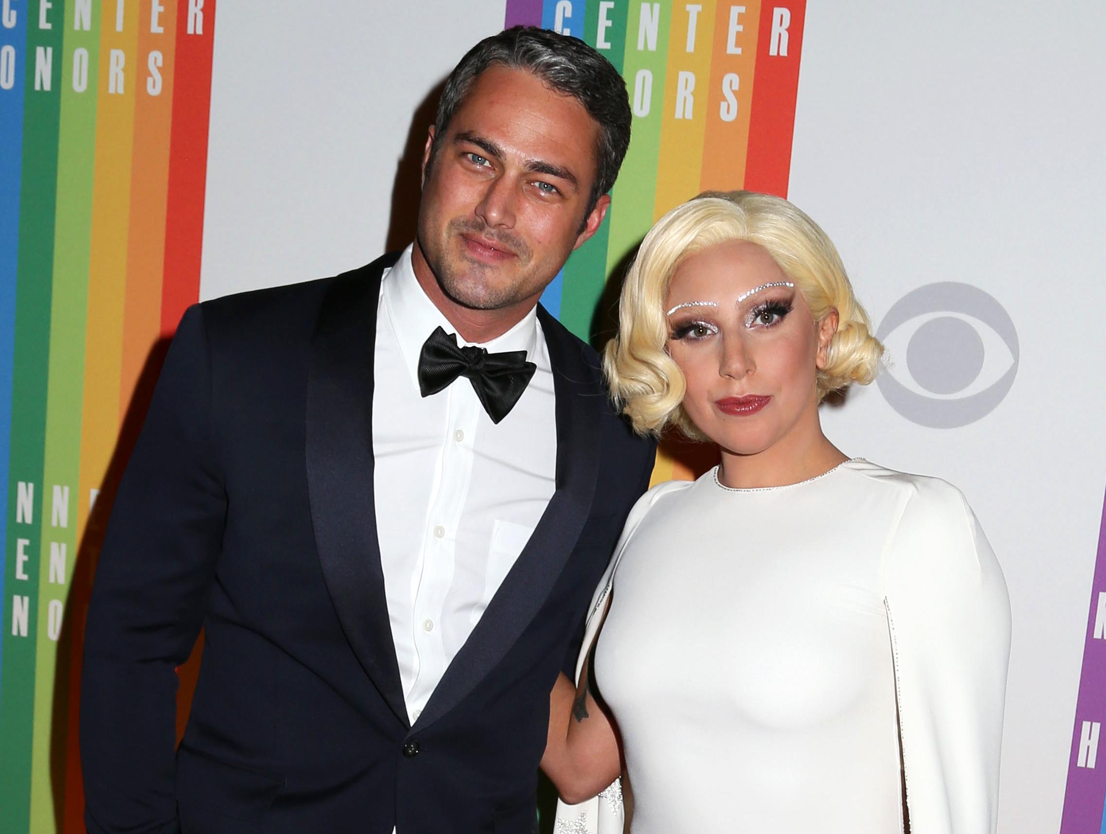 Wallpaper Celebrity Lady Gaga Couple Flooring Taylor Kinney Red Carpet 2274x1715 Goodfon 557809 Hd Wallpapers Wallhere