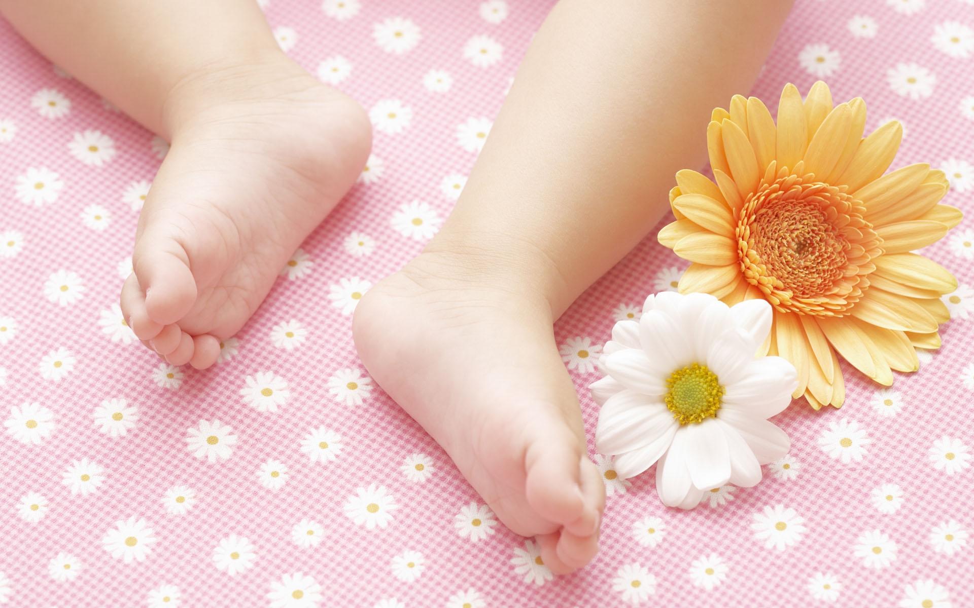 Wallpaper Child Feet Flowers Baby 1920x1200