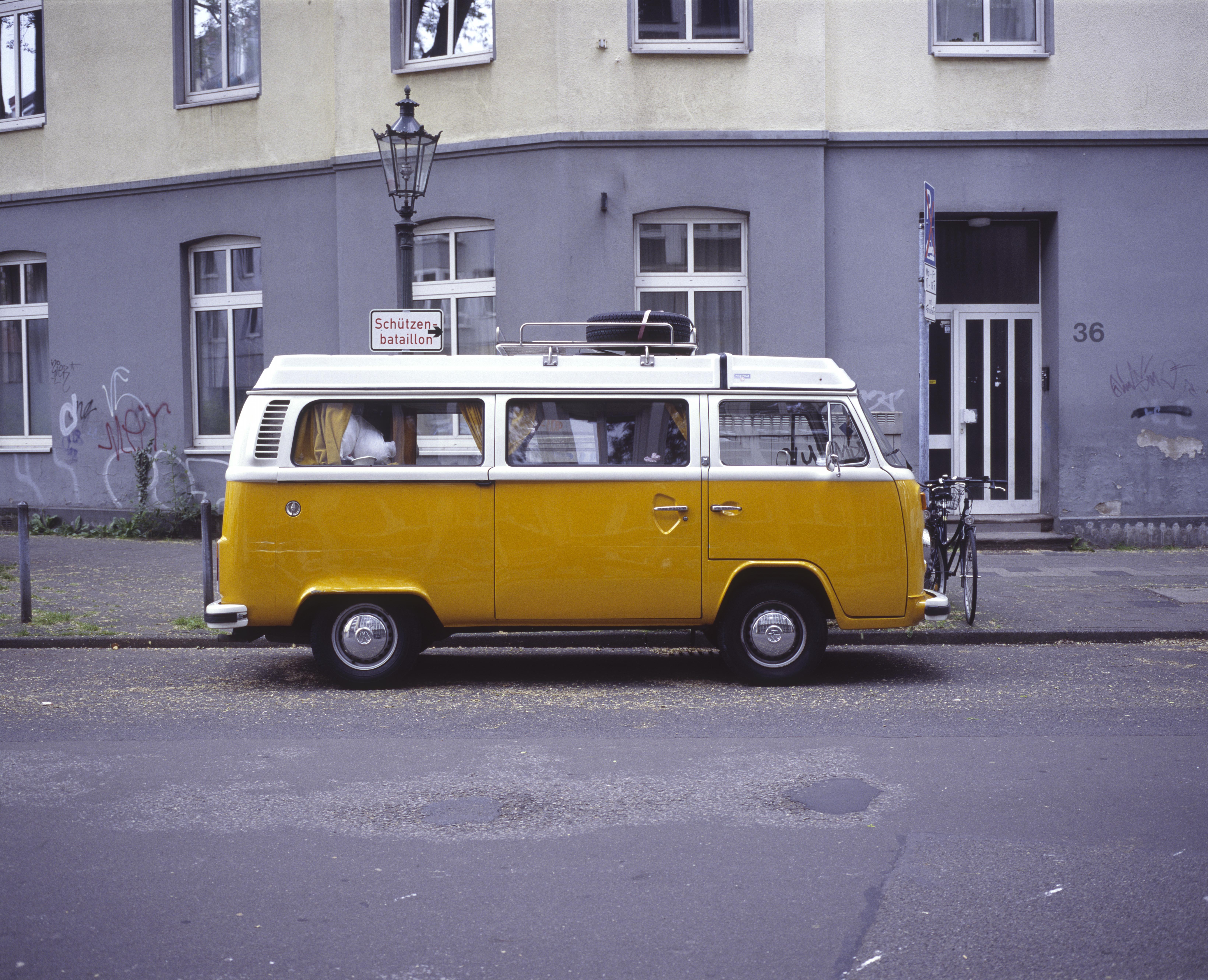 Hintergrundbilder : stadt städtisch fahrzeug gelb orange