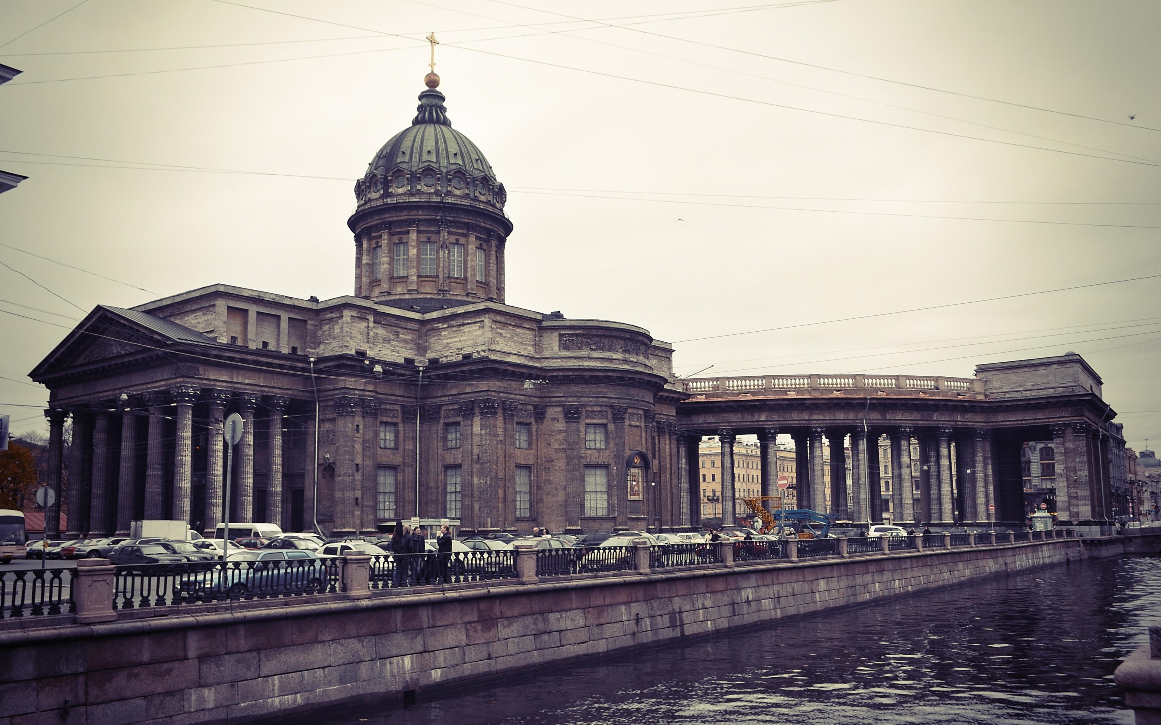 シティ 都市景観 建築 建物 反射 イブニング サンクトペテルブルク ロシア 教会 大聖堂 ランドマーク 市街地