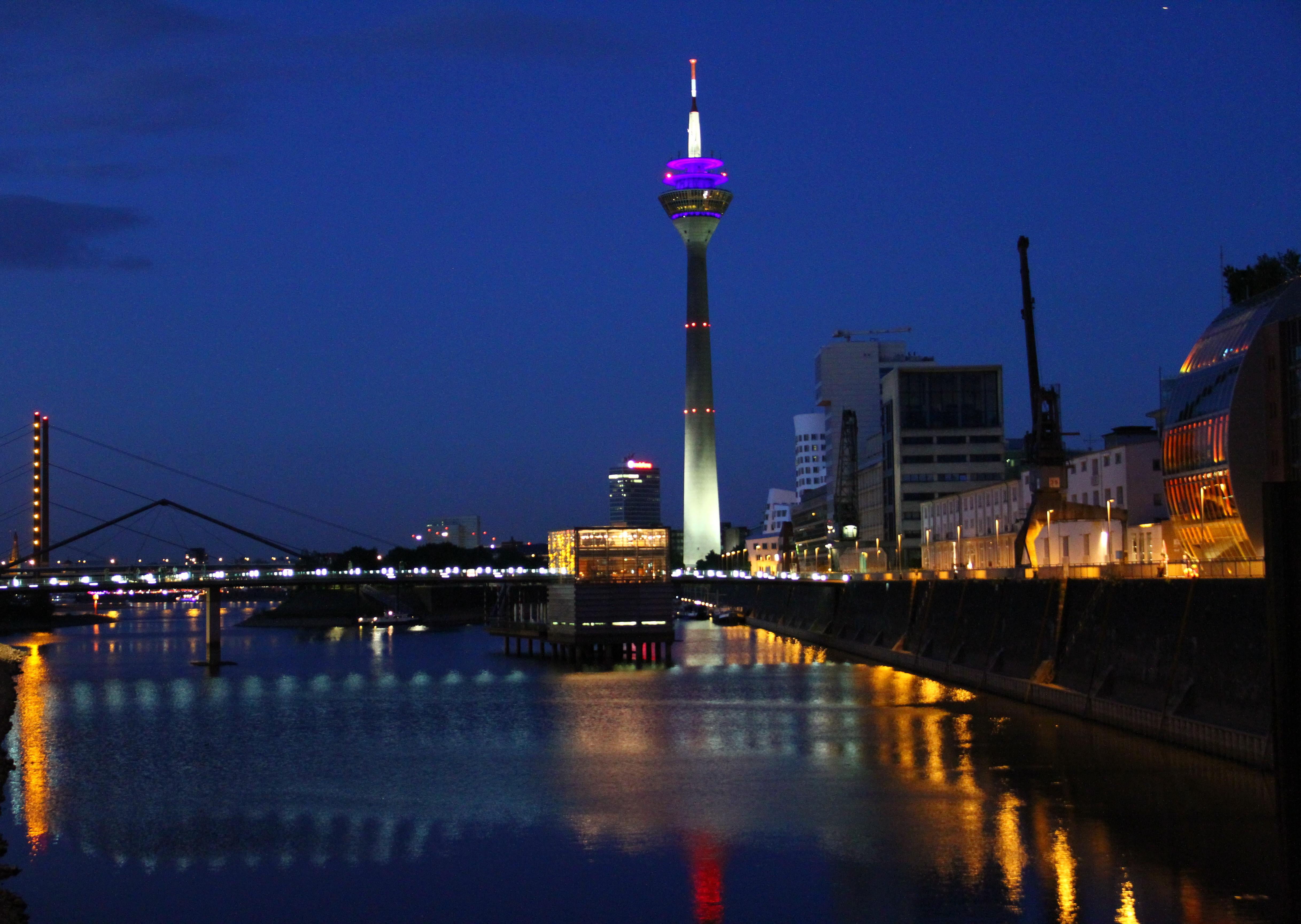 Licht Düsseldorf wallpaper city cityscape reflection skyline evening