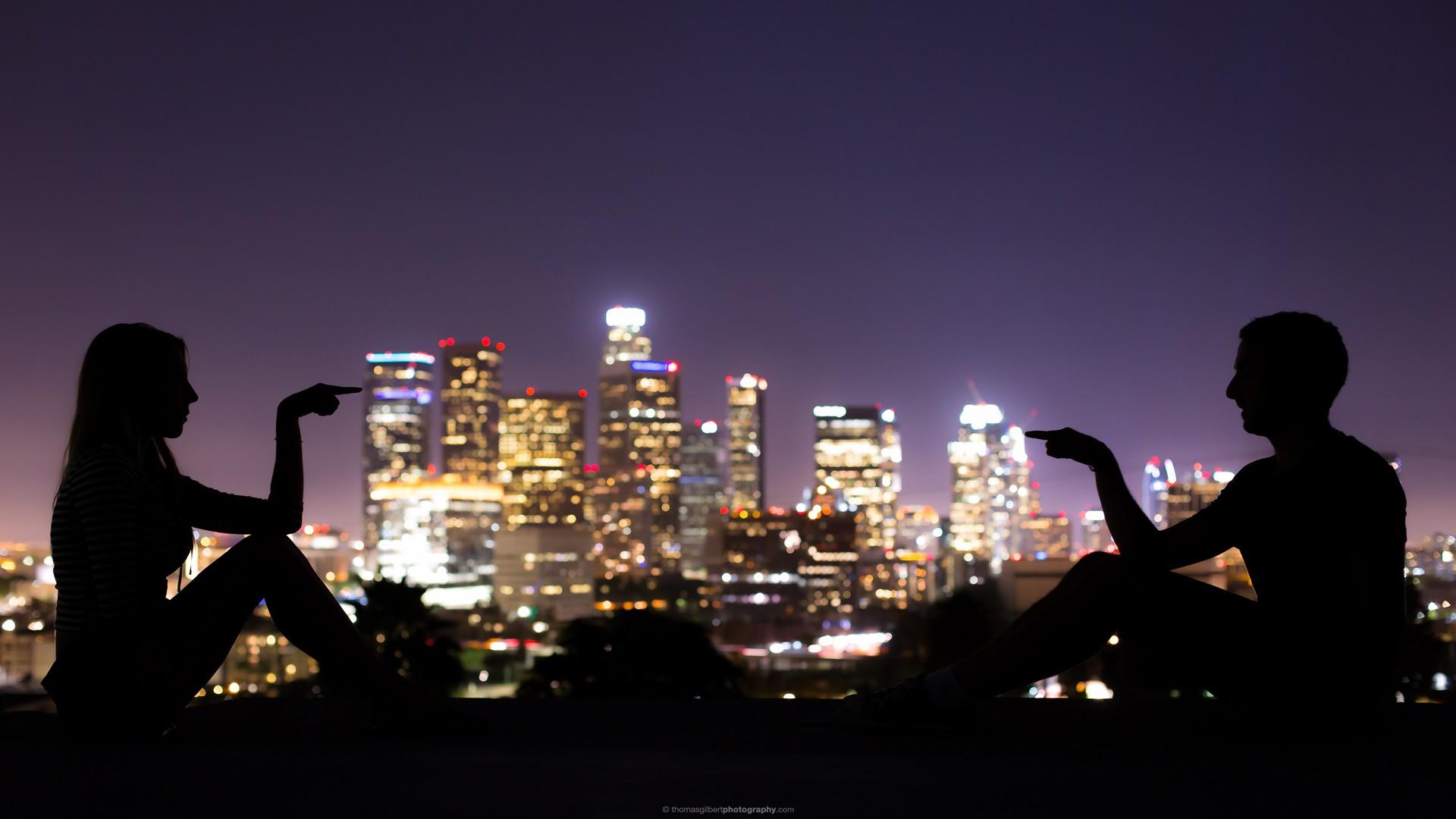 можно картинки человек на фоне ночного города сочная мякоть