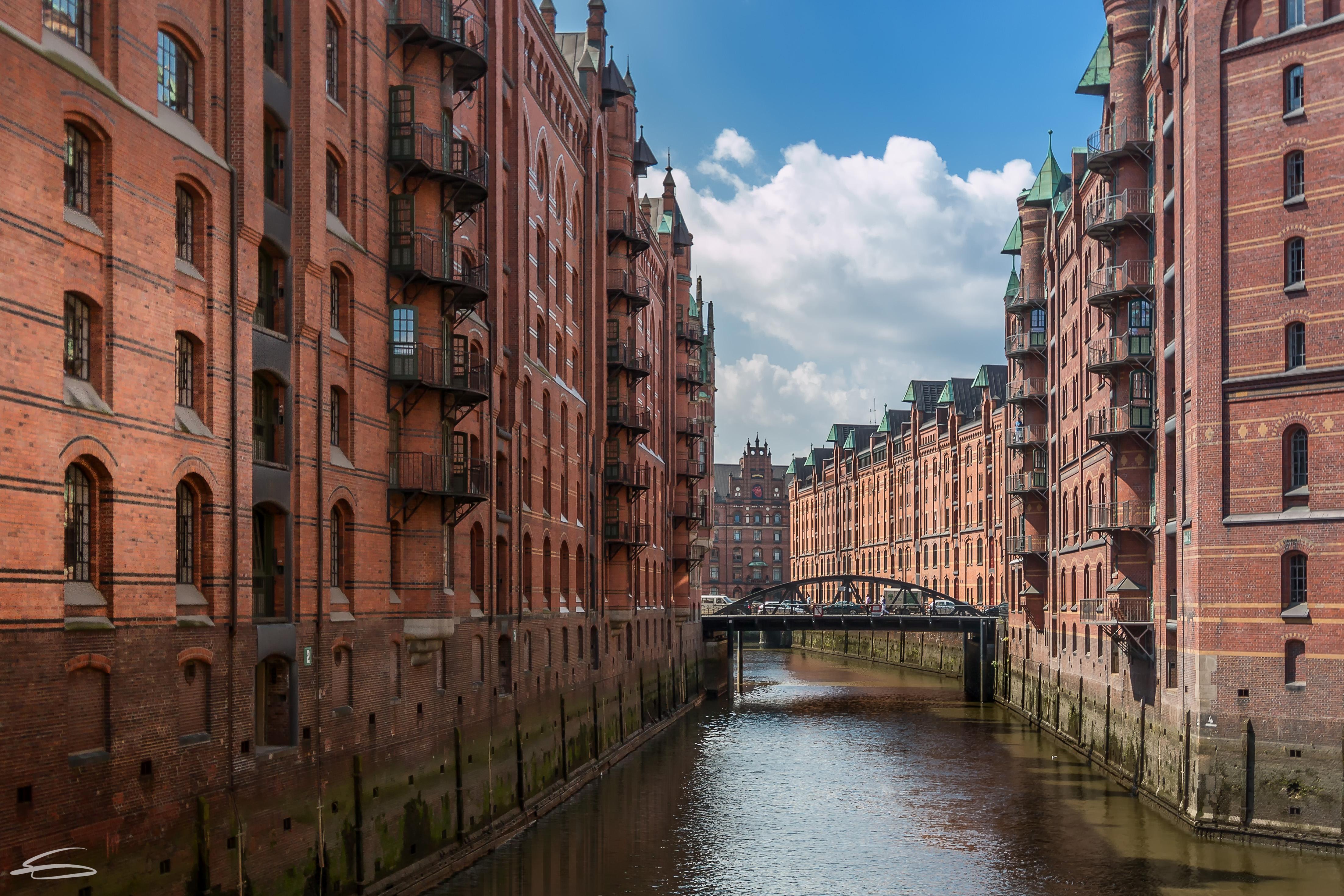 シティ 通り 建築 水 建物 反射 空 レンガ ドイツ タウン ヨーロッパ 運河 ハンブルク 大都市 スペイ