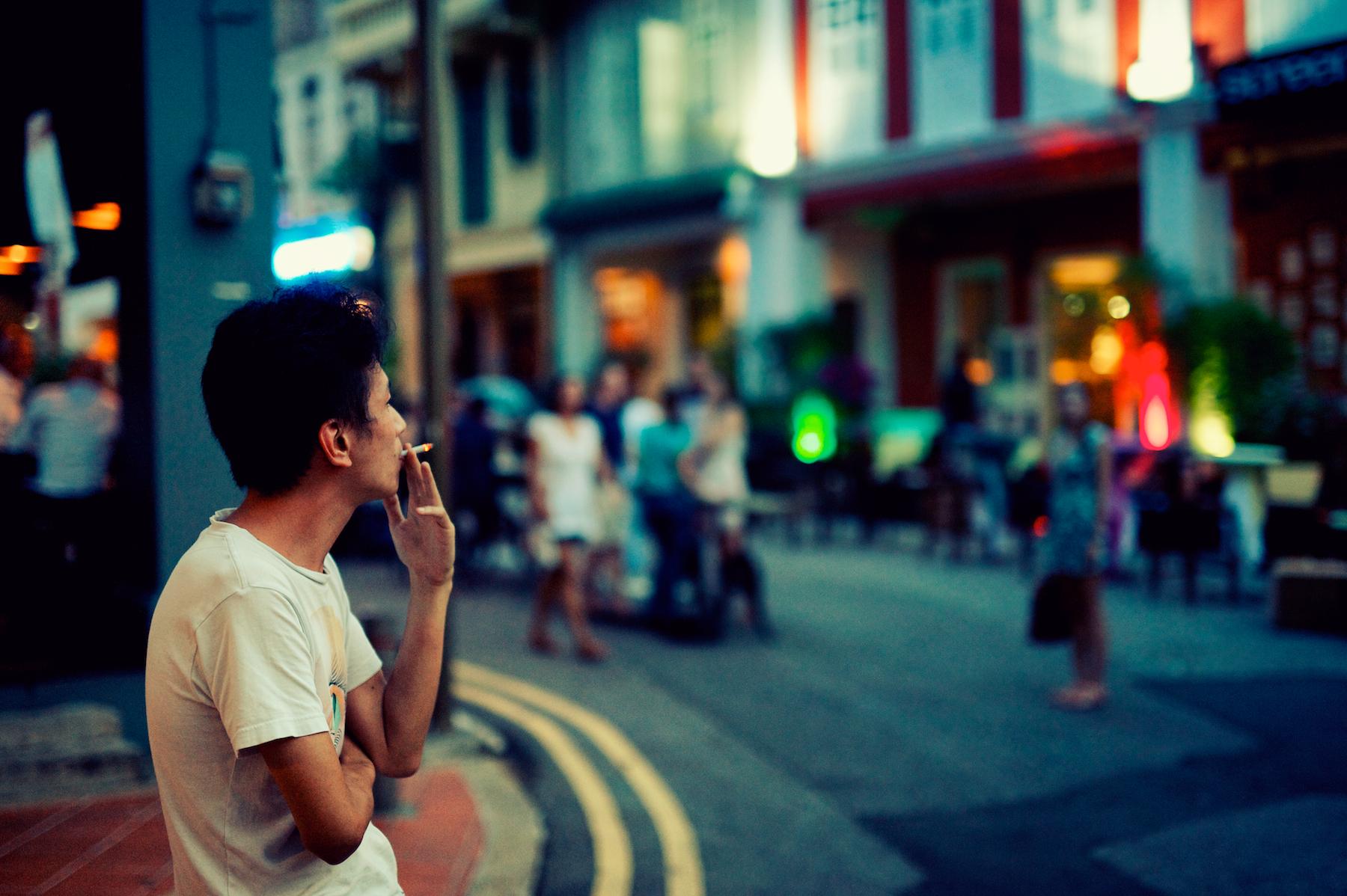 singapore dívka kouření velký péro mrtvice