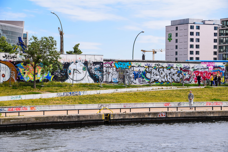 デスクトップ壁紙 シティ 車両 ドイツ ブリッジ 川 落書き