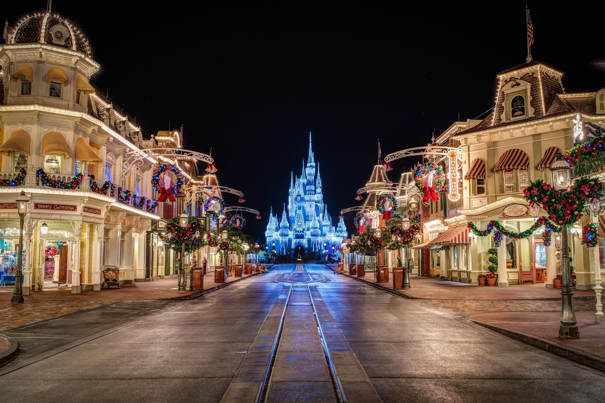 cityscape night town Christmas christmas lights landmark sigma christmas decoration place of worship waltdisneyworld magickingdom wdw mefoto blackrapid mainstreetusa cinderellacastle dreamlights 724888