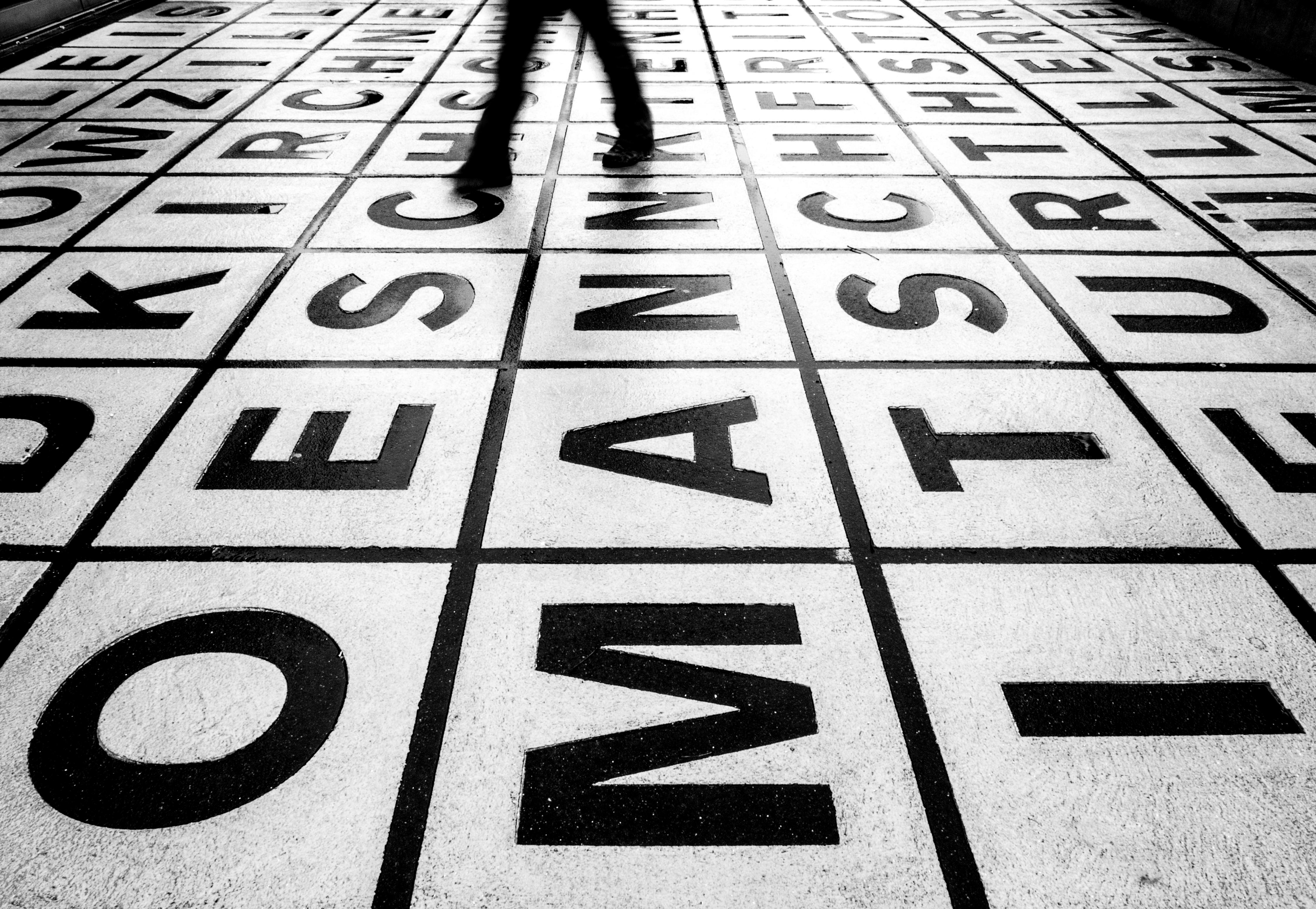 Hình Nền : Tương Phản, Những Người, Đơn Sắc, Đường Phố, Đô Thị, Nhiếp Ảnh,  Bản Văn, Đối Xứng, Mẫu, Berlin, Olympus, Góc, Đen Và Trắng, Đi Bộ, Bw,  Thiết Kế, ...