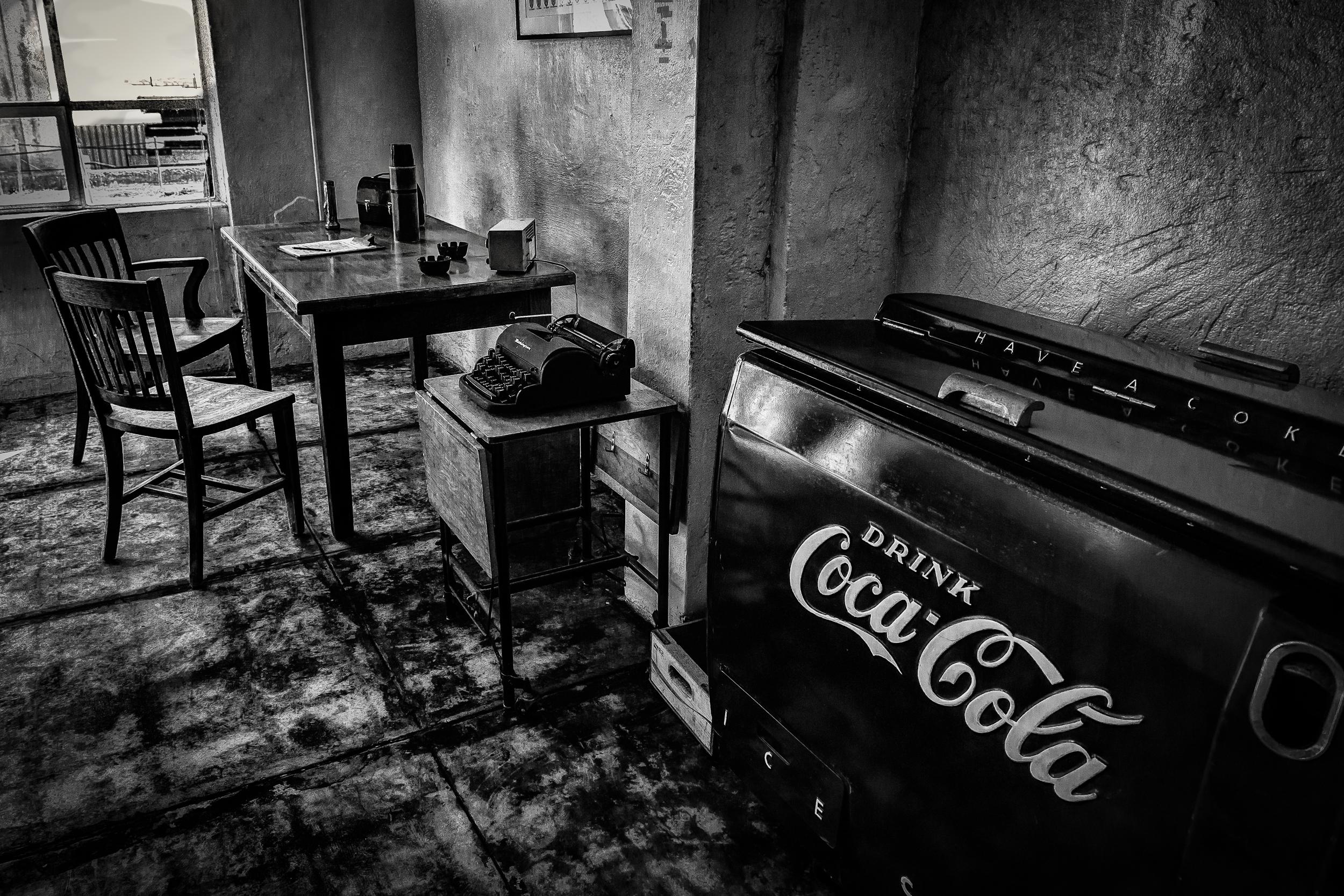 Bureau Noir Et Blanc fond d'écran : contraste, monochrome, nuit, urbain
