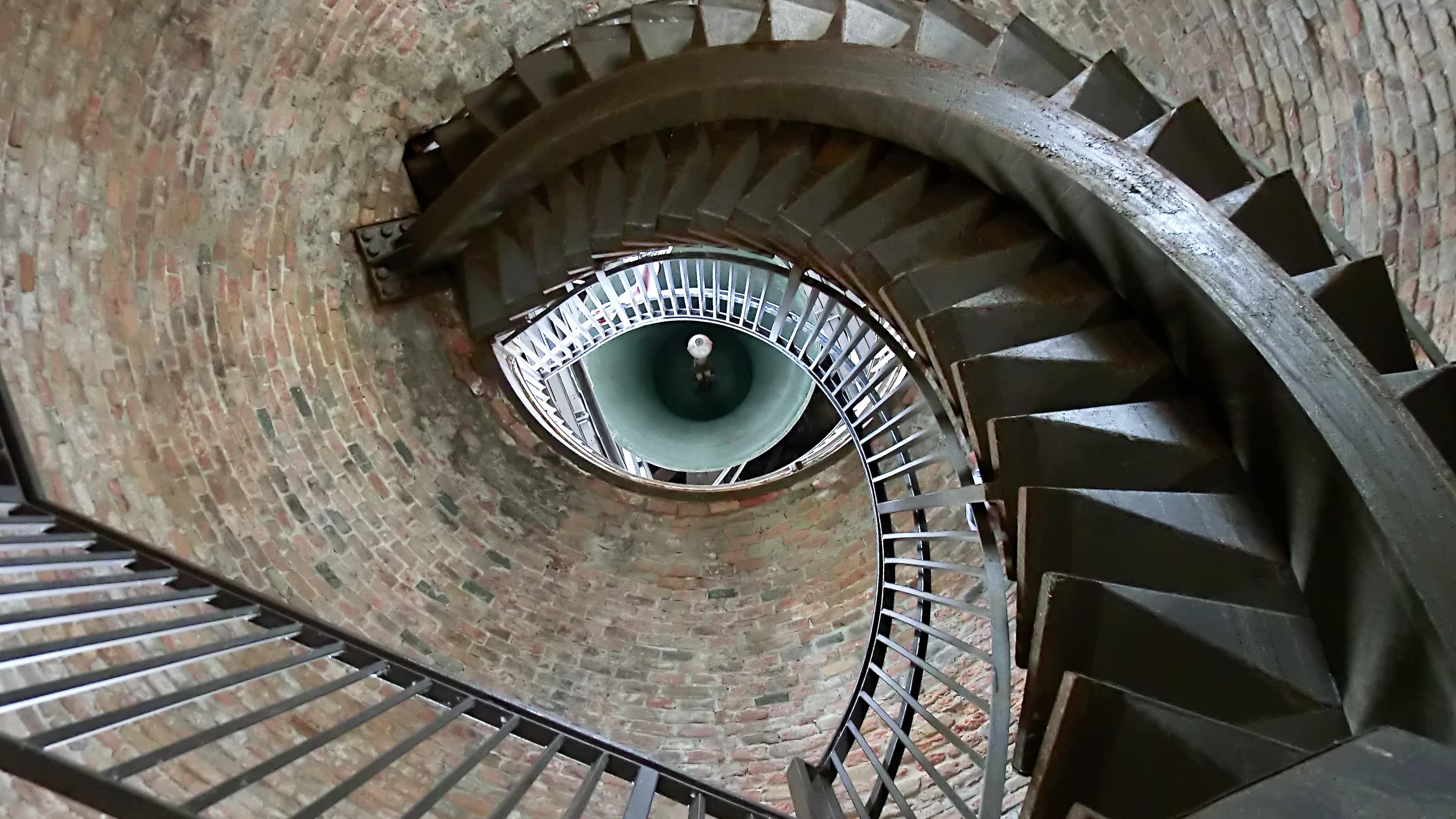 ruining historical landmark stairs - HD4608×2592