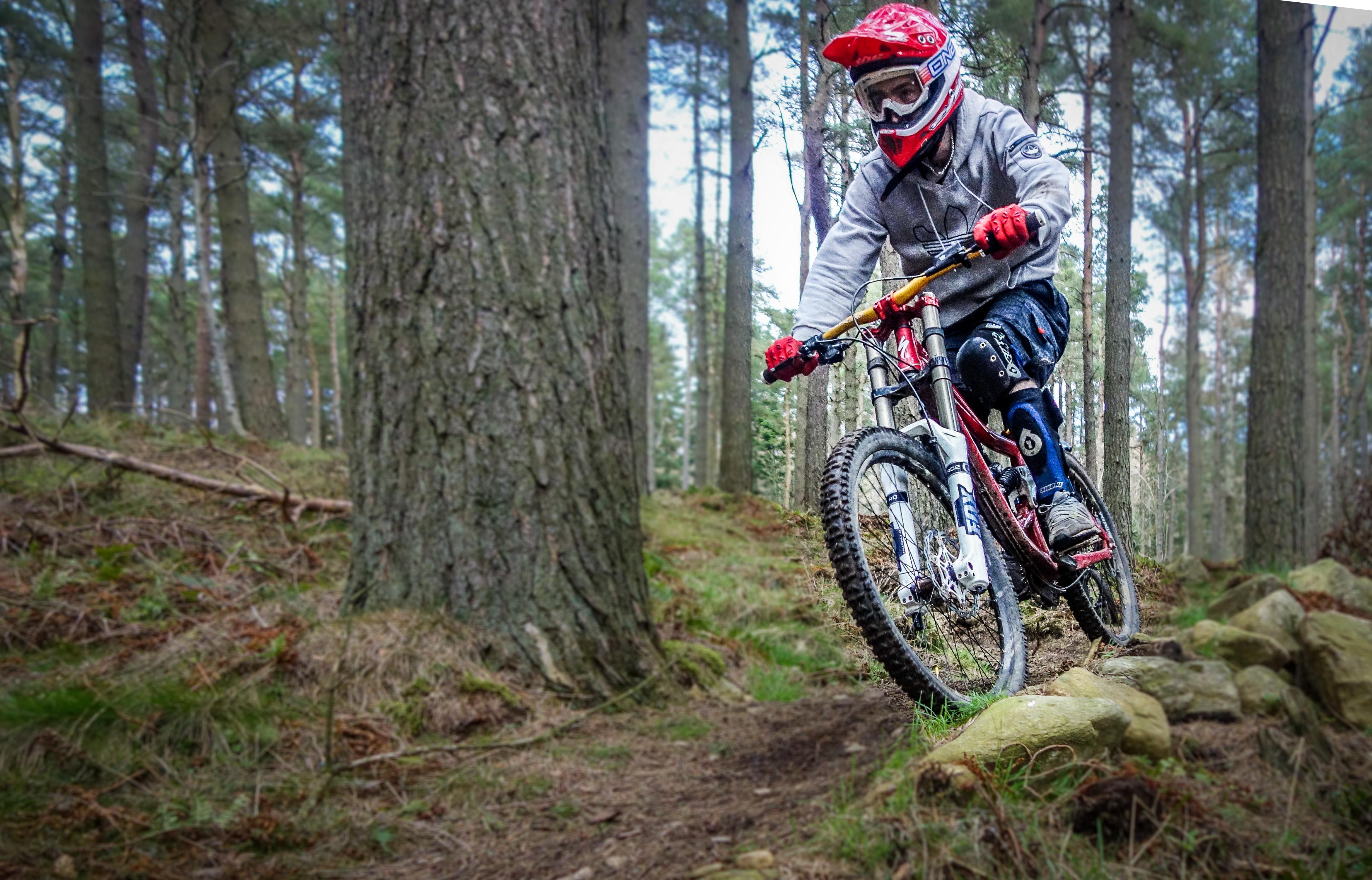 Sepeda Gunung Downhill Extreme - Arena Modifikasi